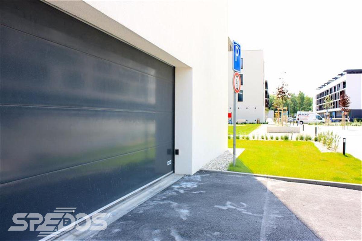 široké sekční garážová vrata