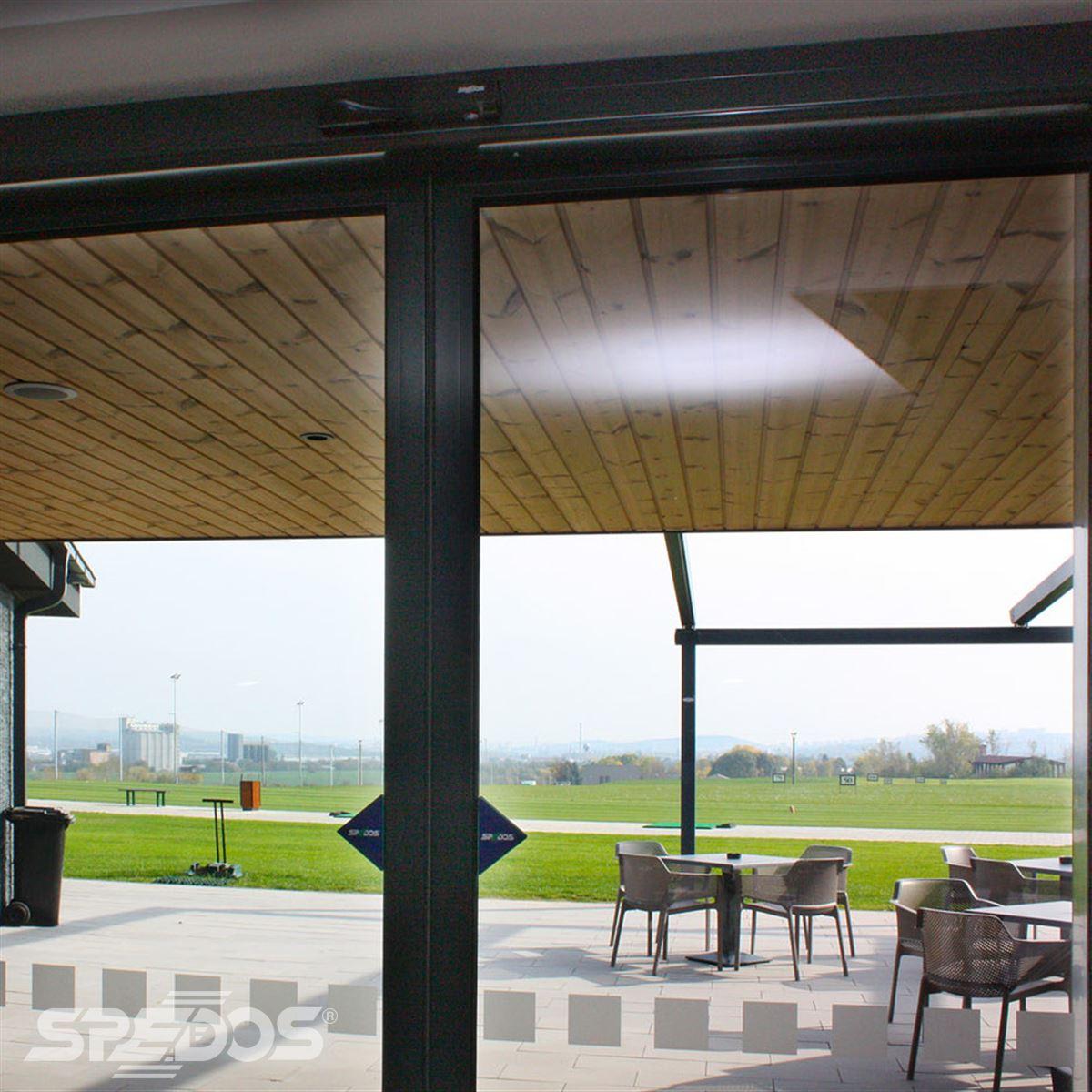 Automatické dveře pro Red Oak Golf Club