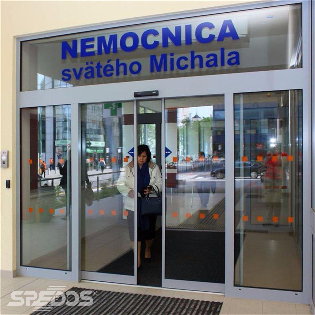Automatické posuvné dveře pro nemocnici sv. Michala 1