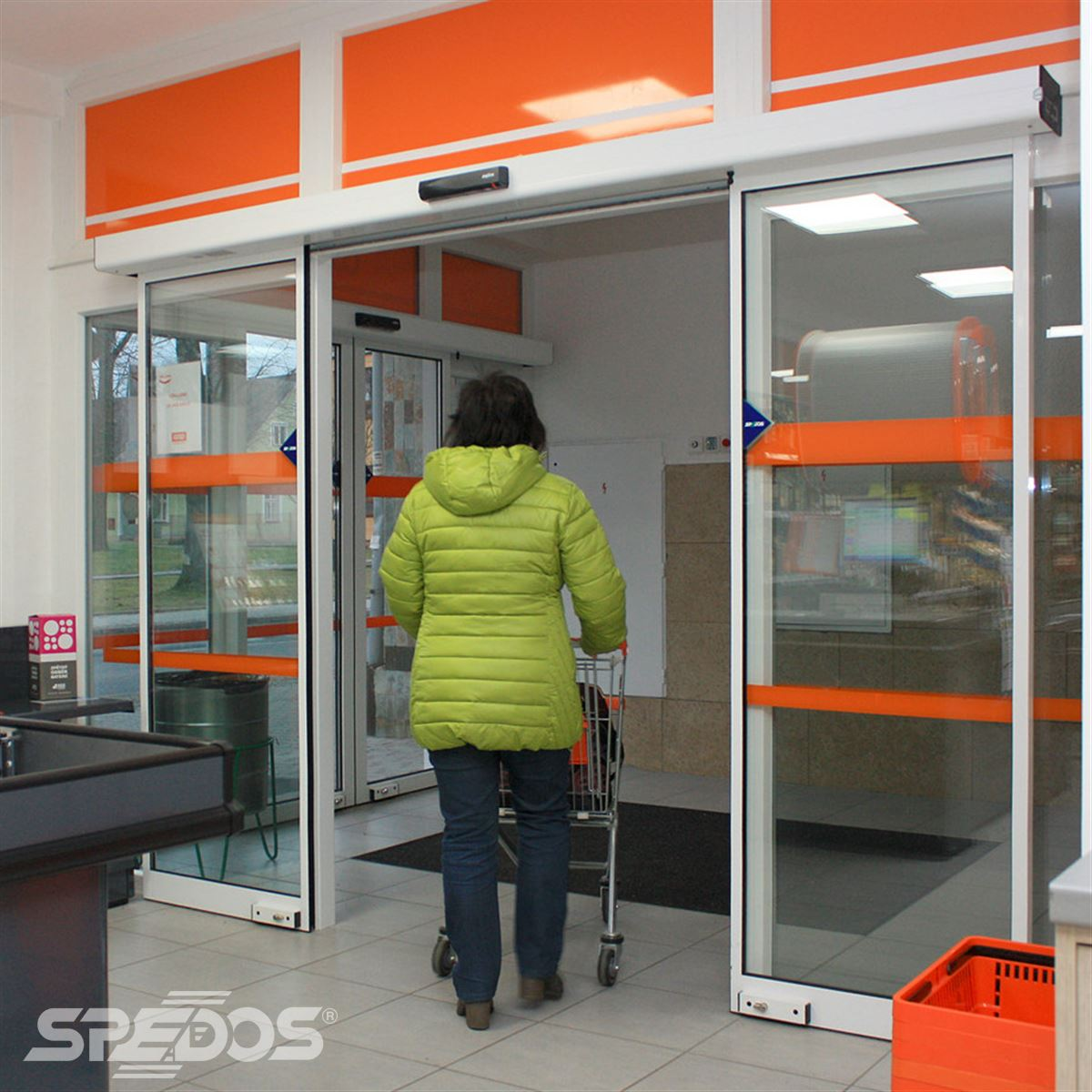 Automatické dveře s dvěma křídly otevřené