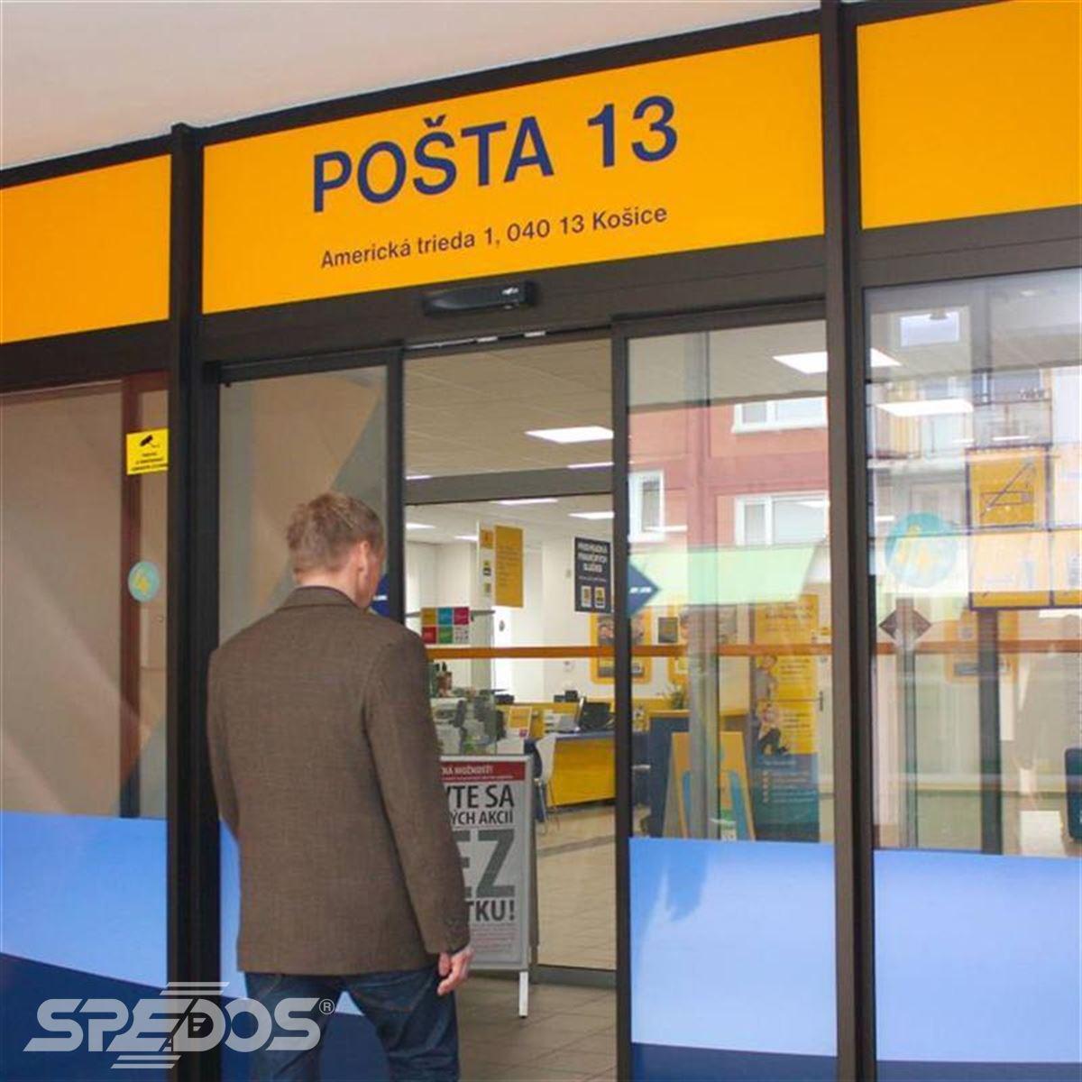Automatické dveře na poště v Košicích