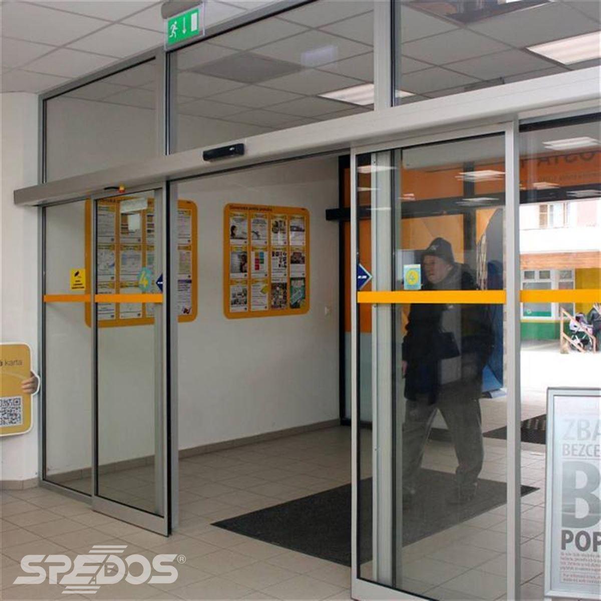 Dvoukřídlé automatické dveře posuvné
