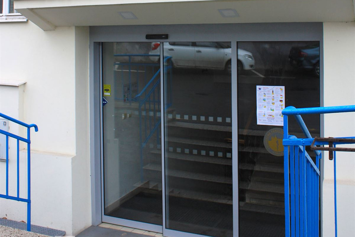 Jednokřídlé automatické posuvné dveře