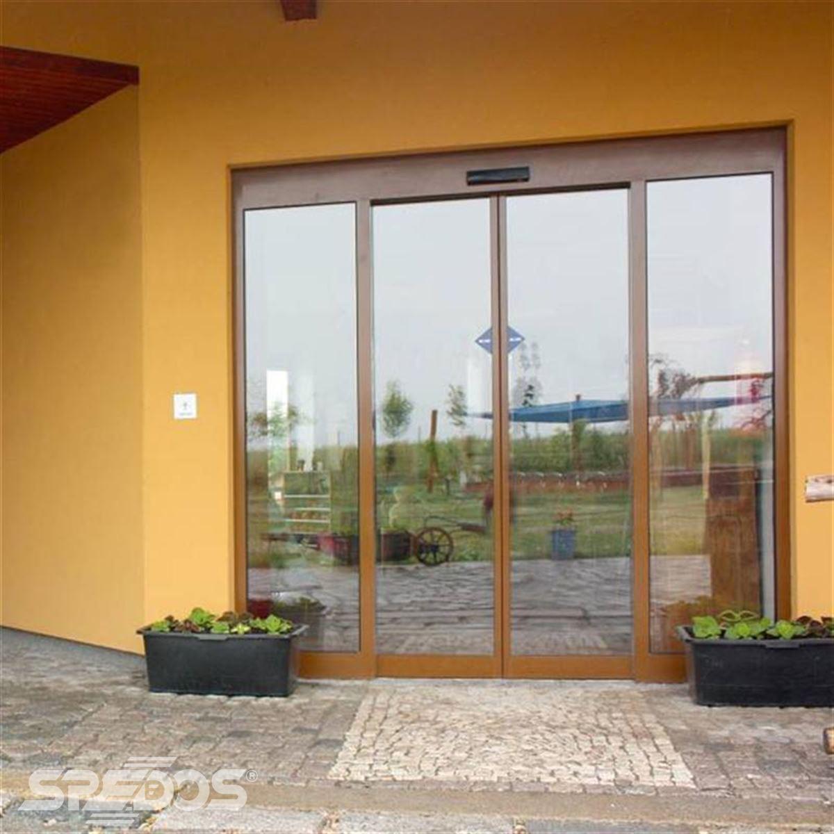 automatické dveře Spedos s imitací dřeva