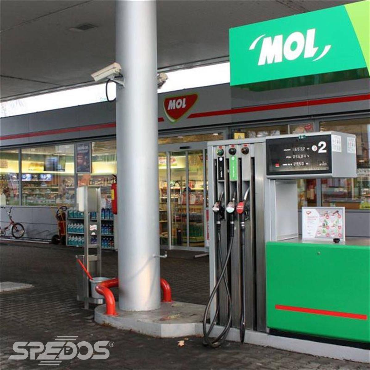 Dveře od Spedos na čerpací stanici Mol