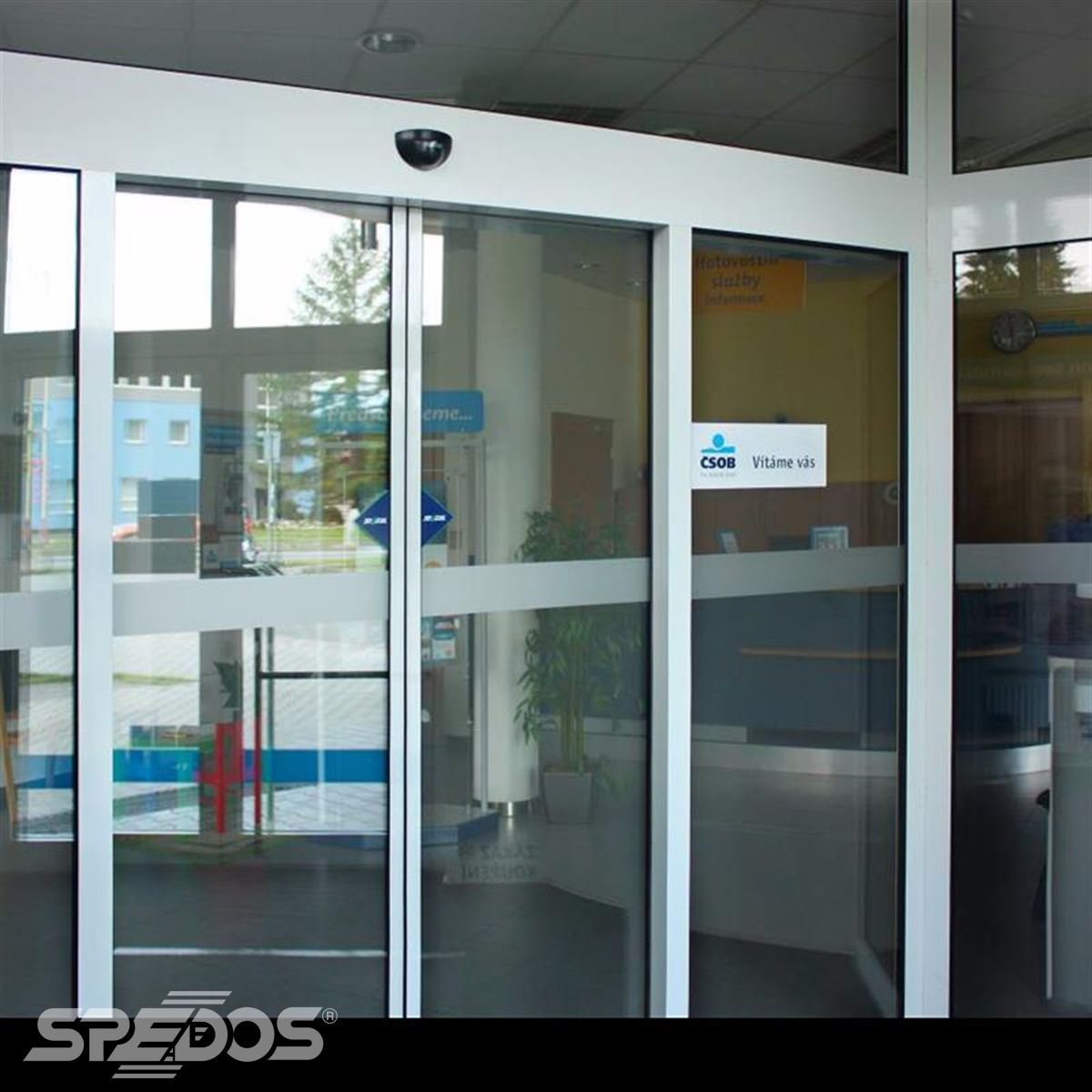 Automatické dveře vybavené elektropohonem