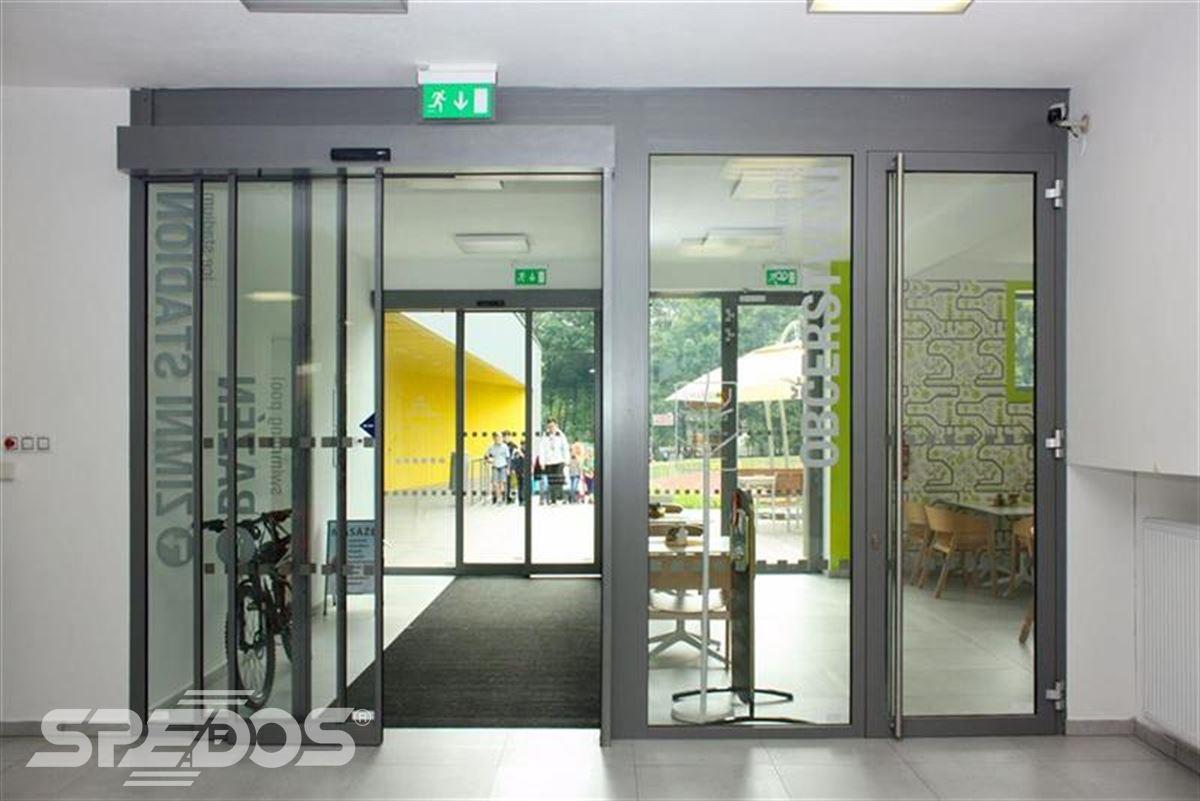 Automatické dveře vstupní stříbrné