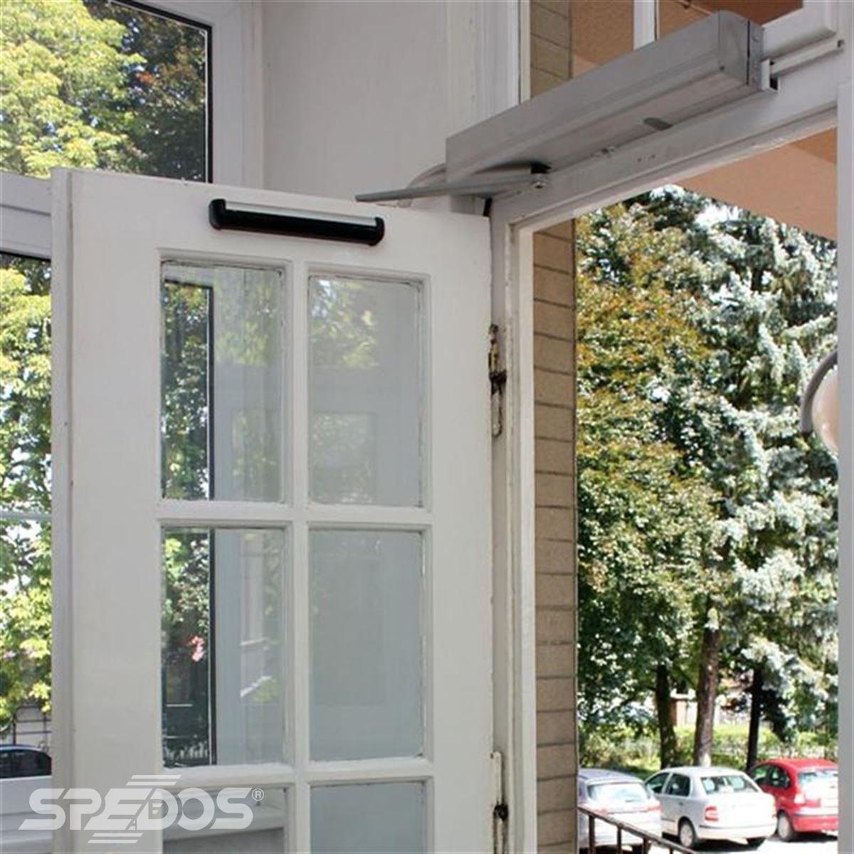 Automatické otočné dveře se sensorem