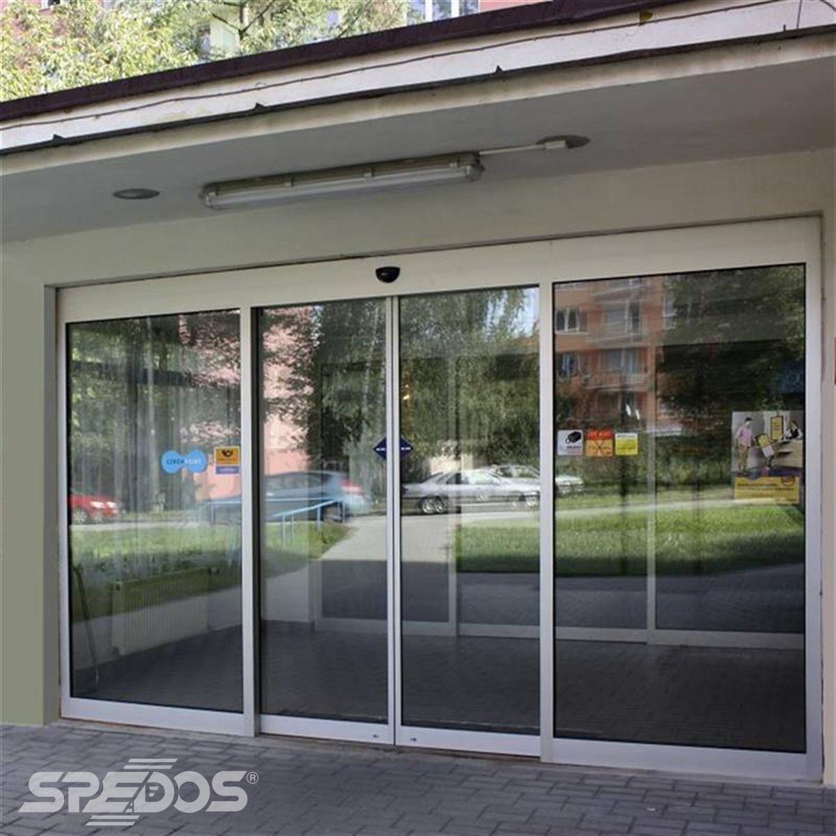 Automatické posuvné dveře v České poště