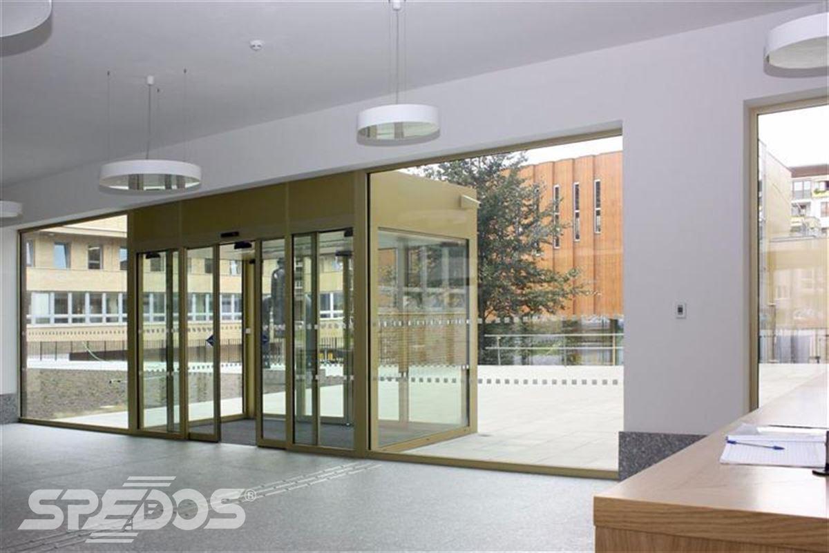 Automatické dveře pro Masarykovu univerzitu 3