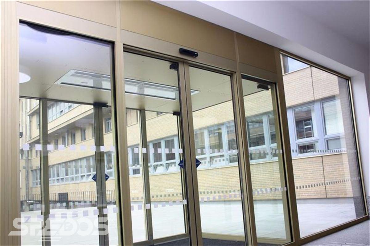 Automatické dveře pro Masarykovu univerzitu 4
