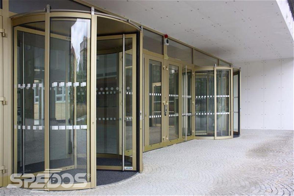 Karuselové dveře Tourniket pro Masarykovu univerzitu 2