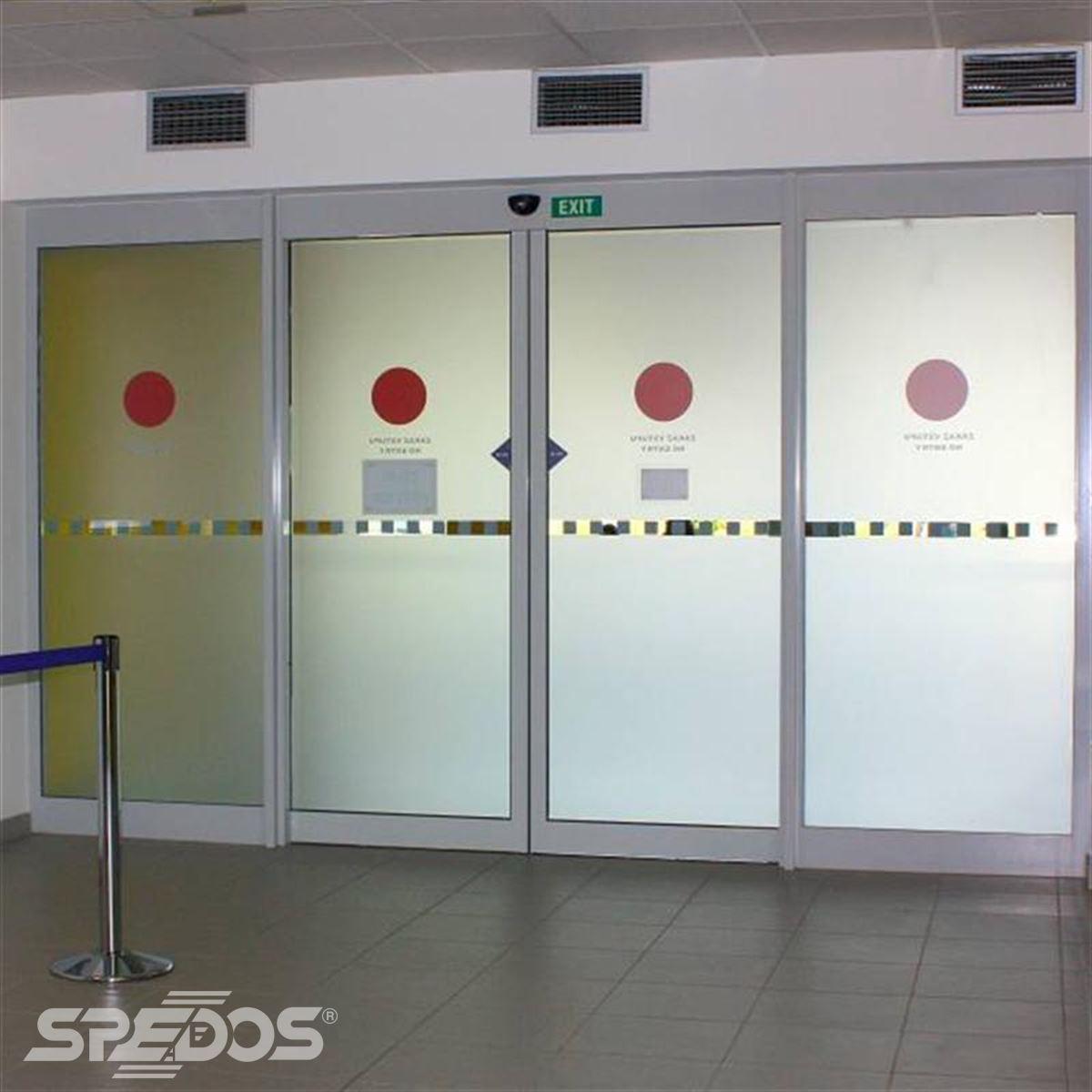automatické posuvné dveře s mléčným sklem