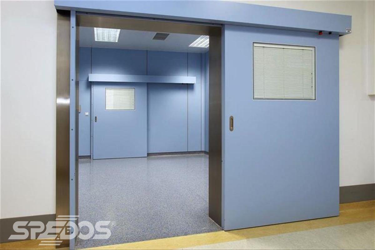 Automatické posuvné dveře v nemocnici