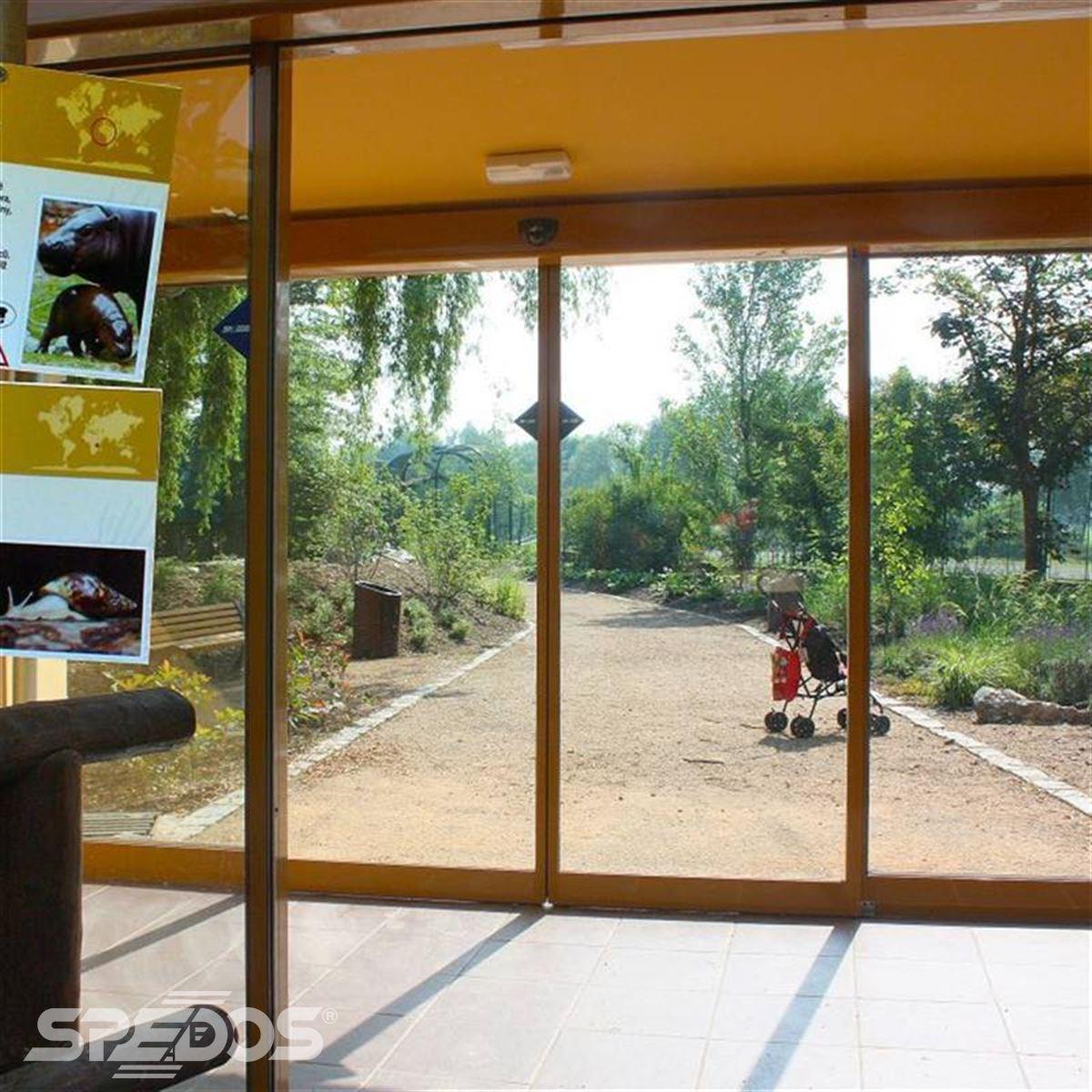 automatické posuvné dveře do pavilonu