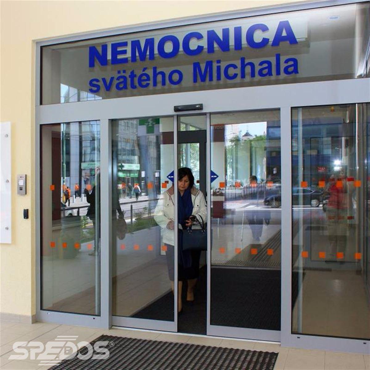Dvoukřídlé automatické posuvné dveře pro nemocnici sv. Michala 8