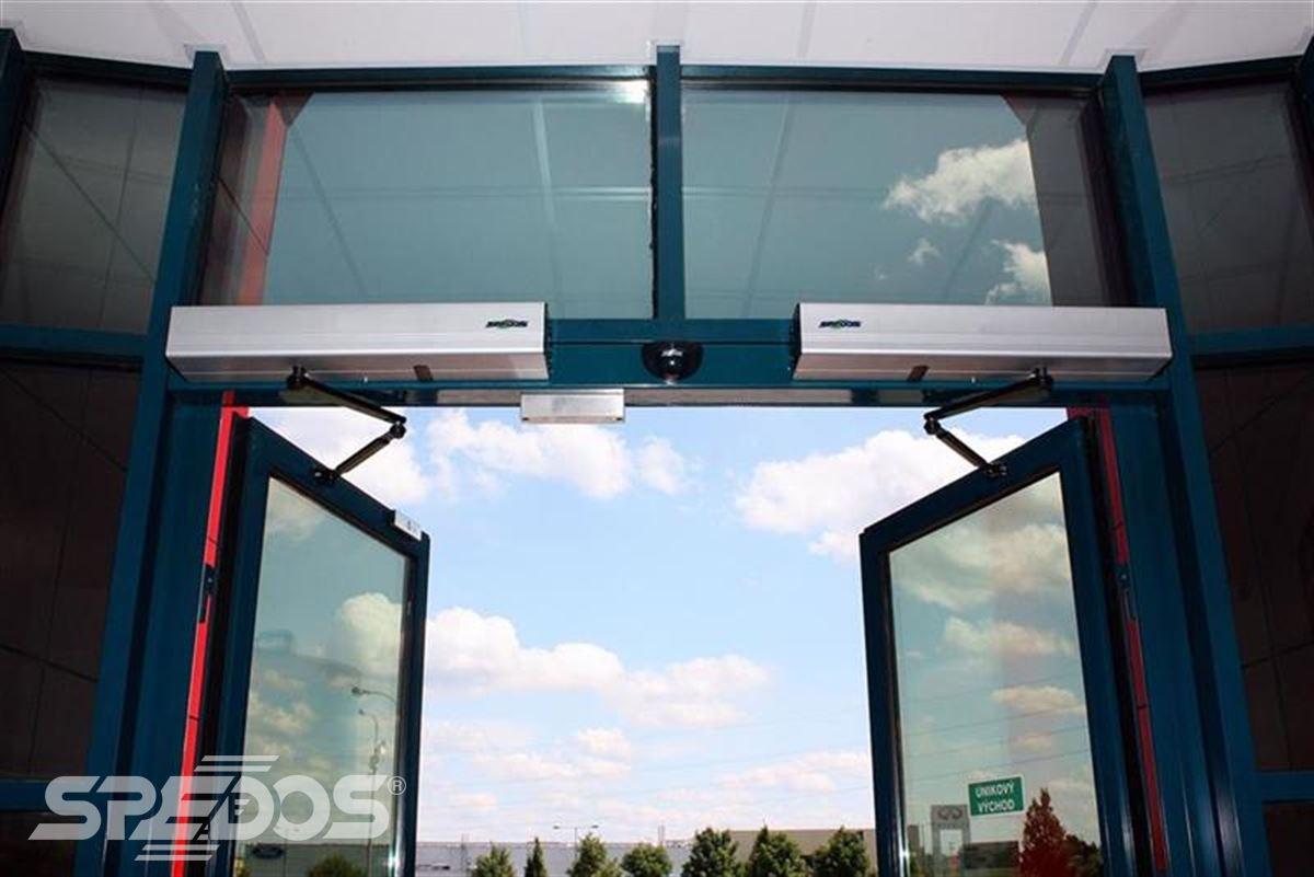 Automatické vchodové otočné dveře