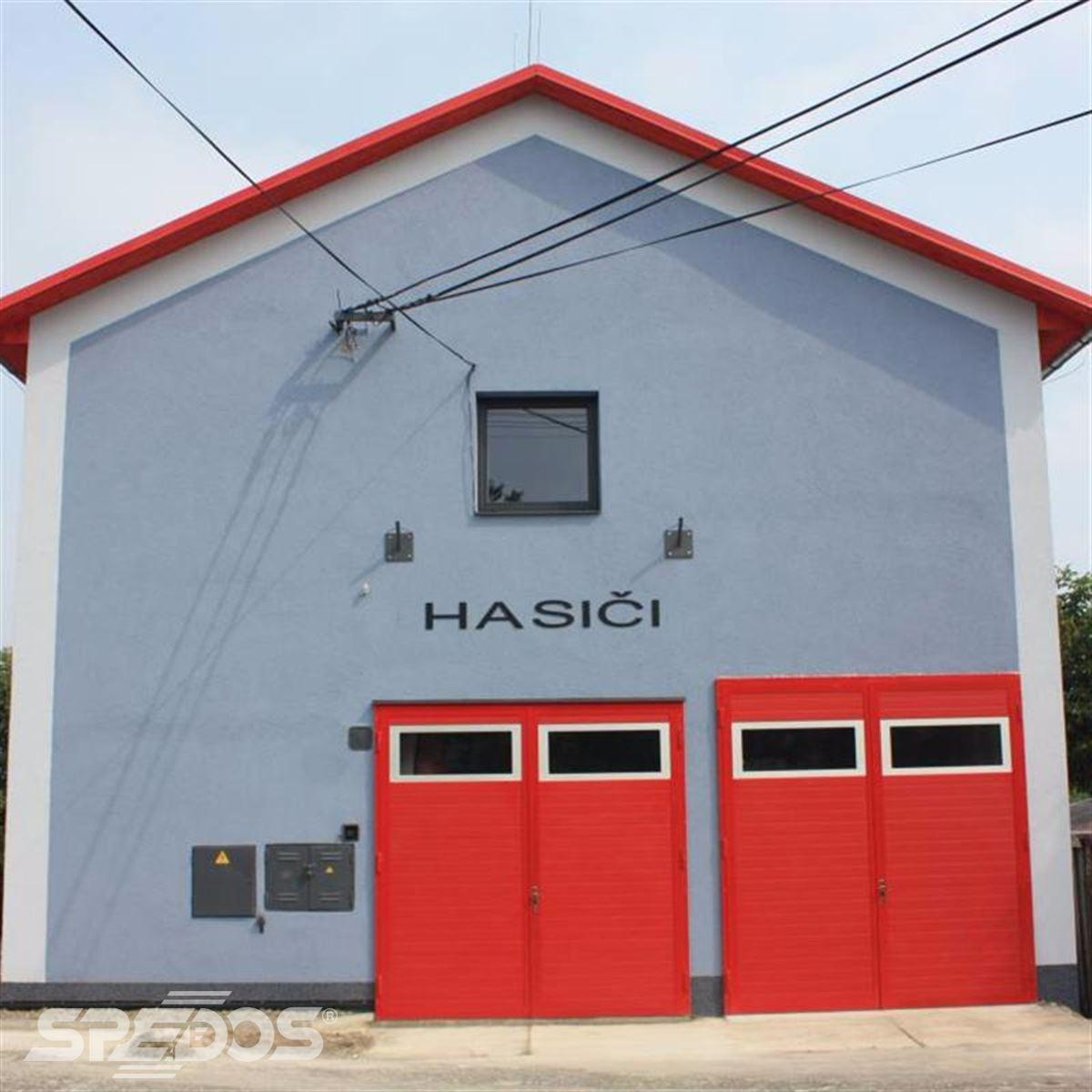 Sekční garážová vrata pro hasičská vozidla