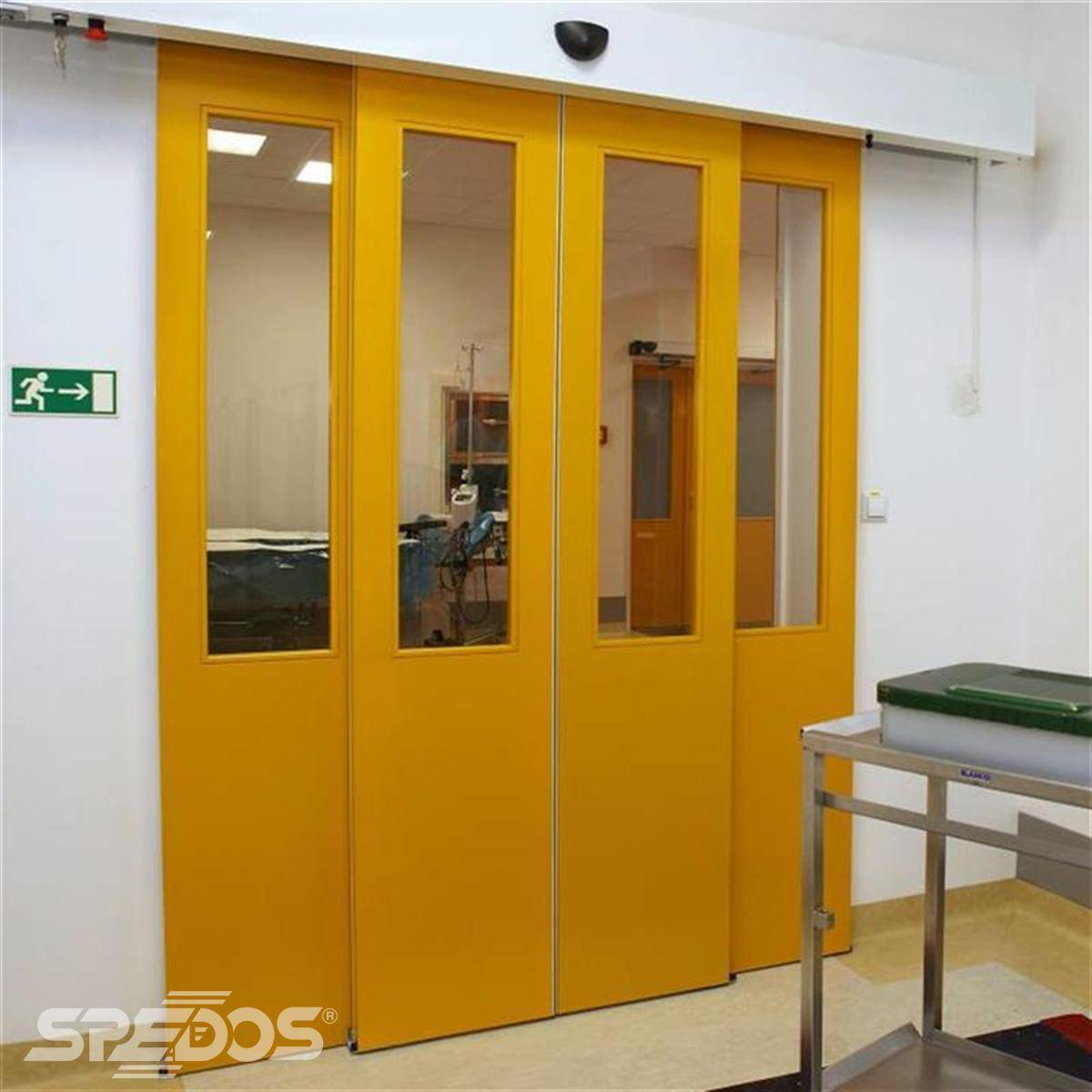 Automatické čtyřkřídlé žluté dveře