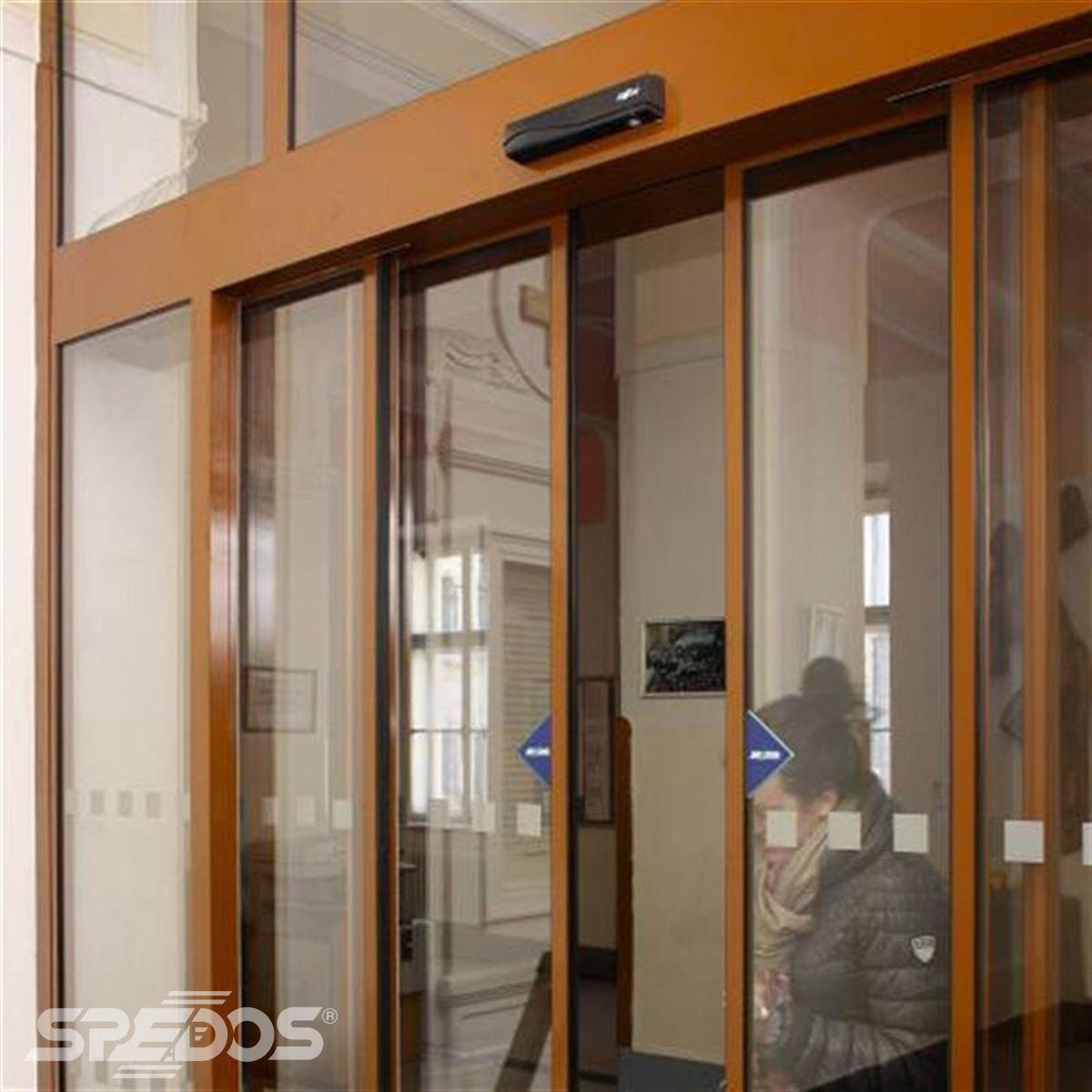 Automatické posuvné dveře pro gymnázium v Kroměříži
