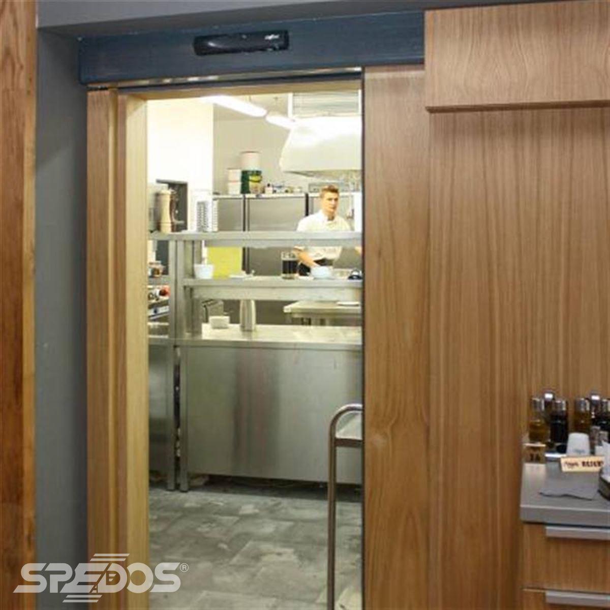 dřevěné automatické posuvné dveře