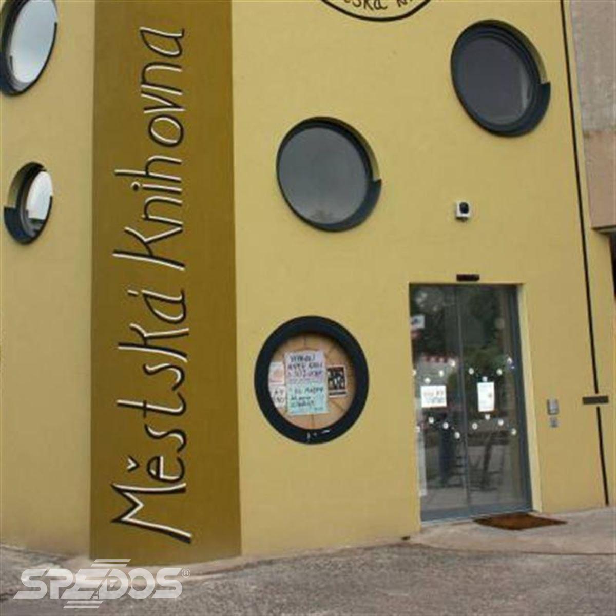 dveře Spedos pro Městskou knihovnu Dobříš