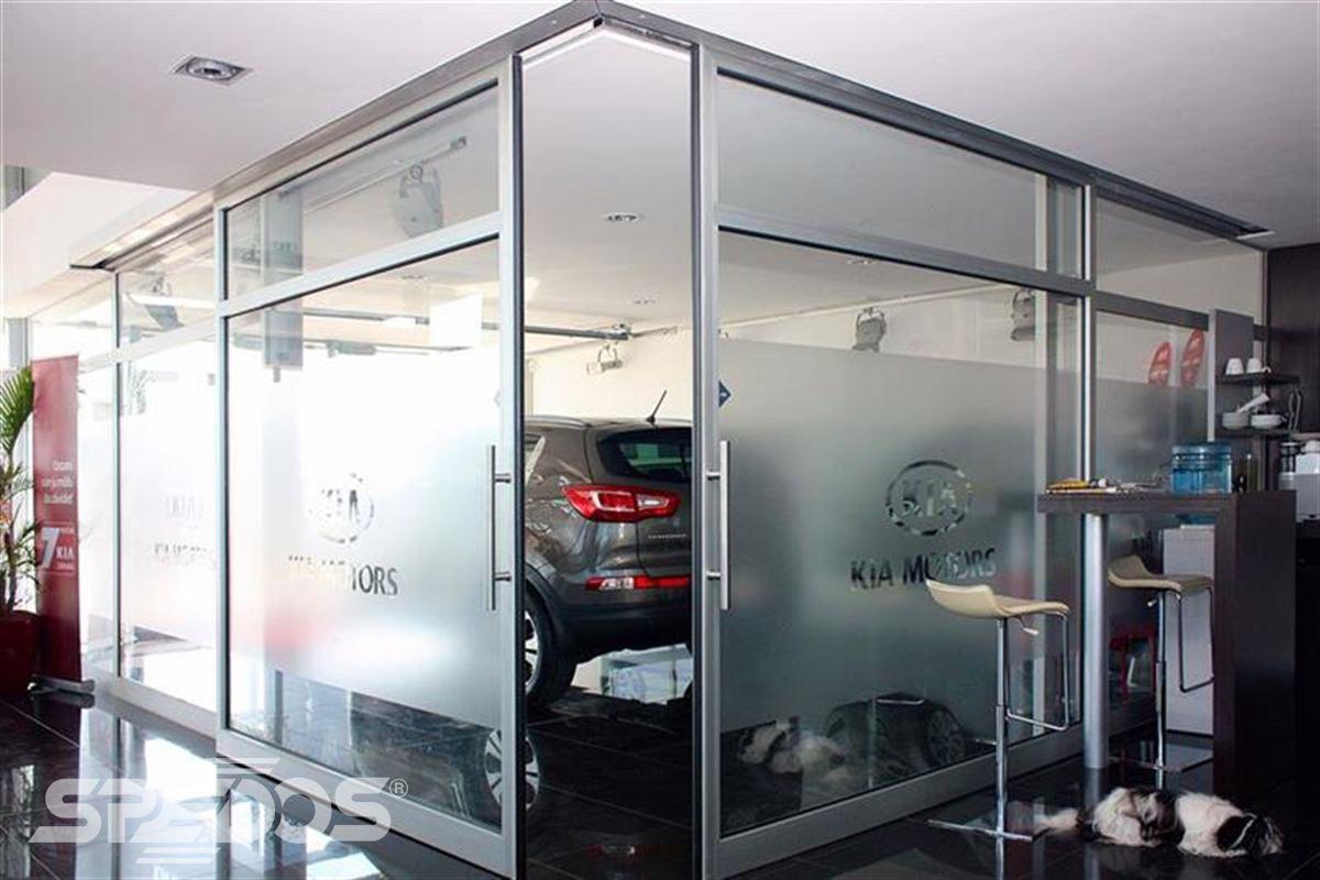 dveřní portál automatické dveře autosalon