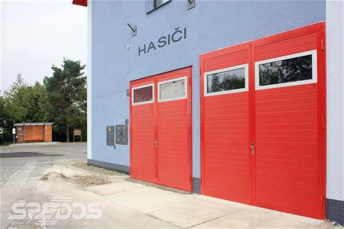 dvoukřídlá průmyslová vrata z oceli pro hasiče