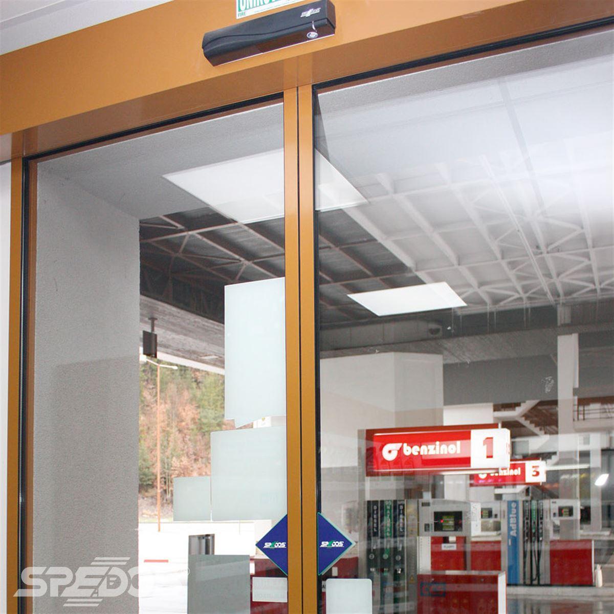 Automatické dveře s elektropohonem na zdi