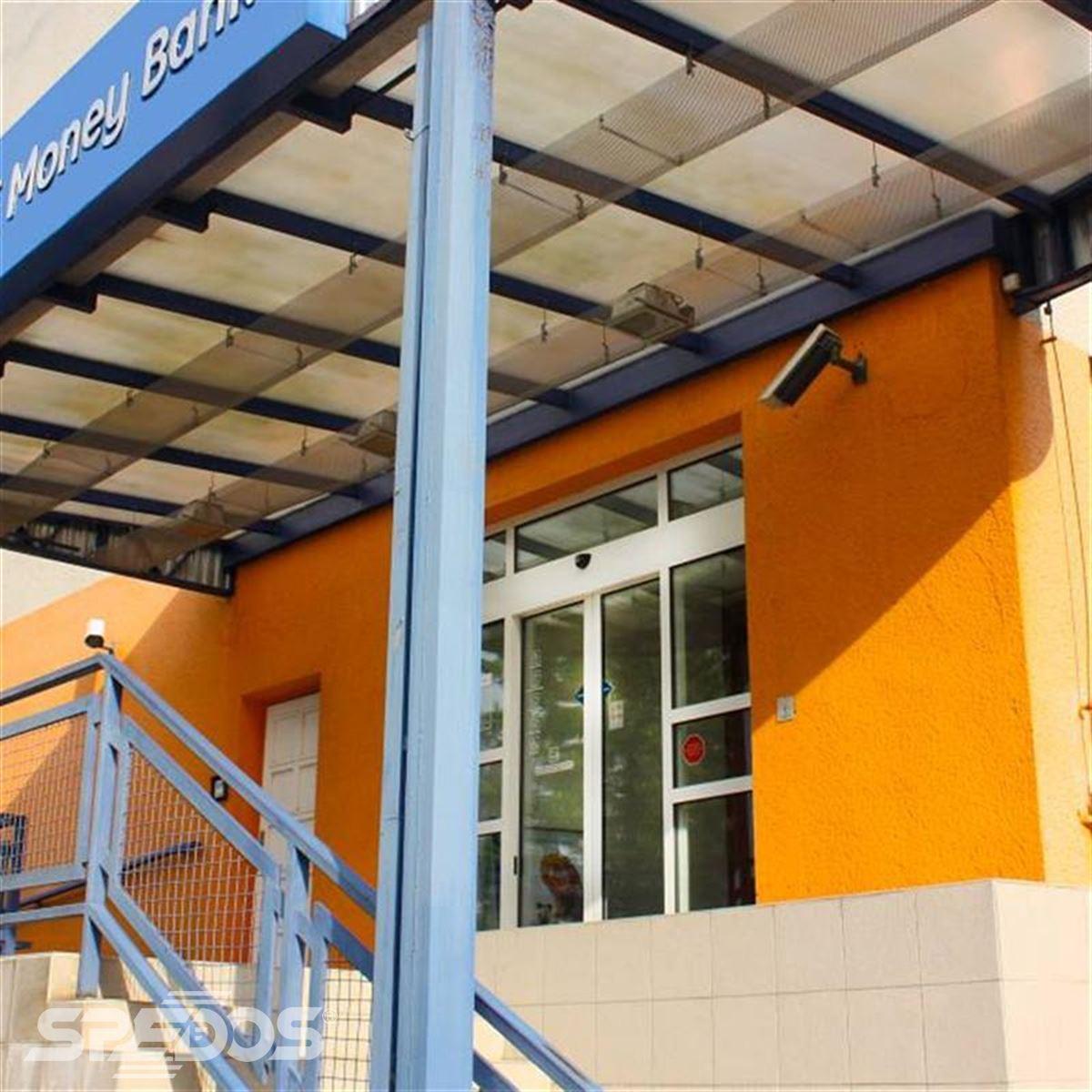 Dvoukřídlé automatické dveře pro GE Money Bank