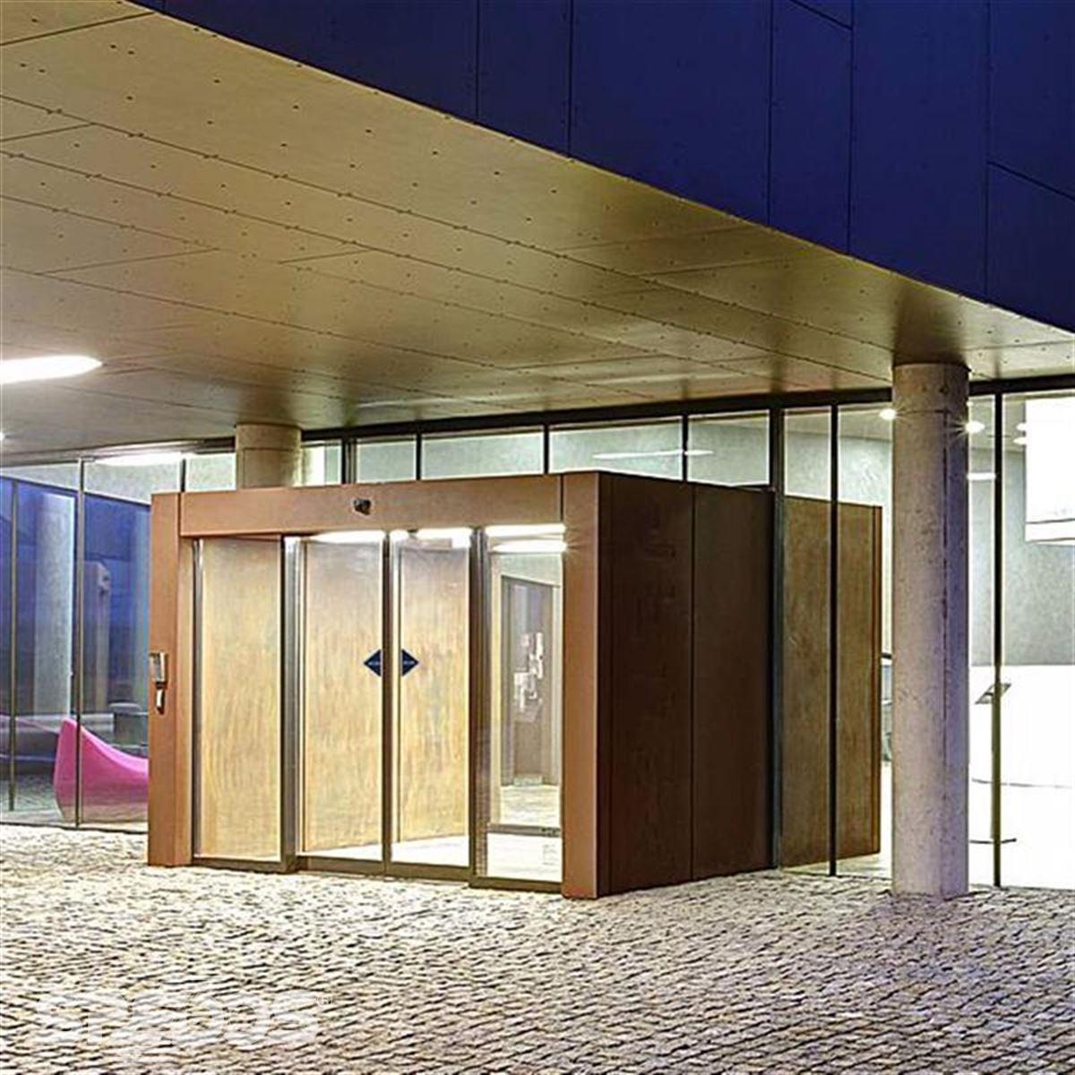 dvoukřídlé automatické dveře pro hotel Miura