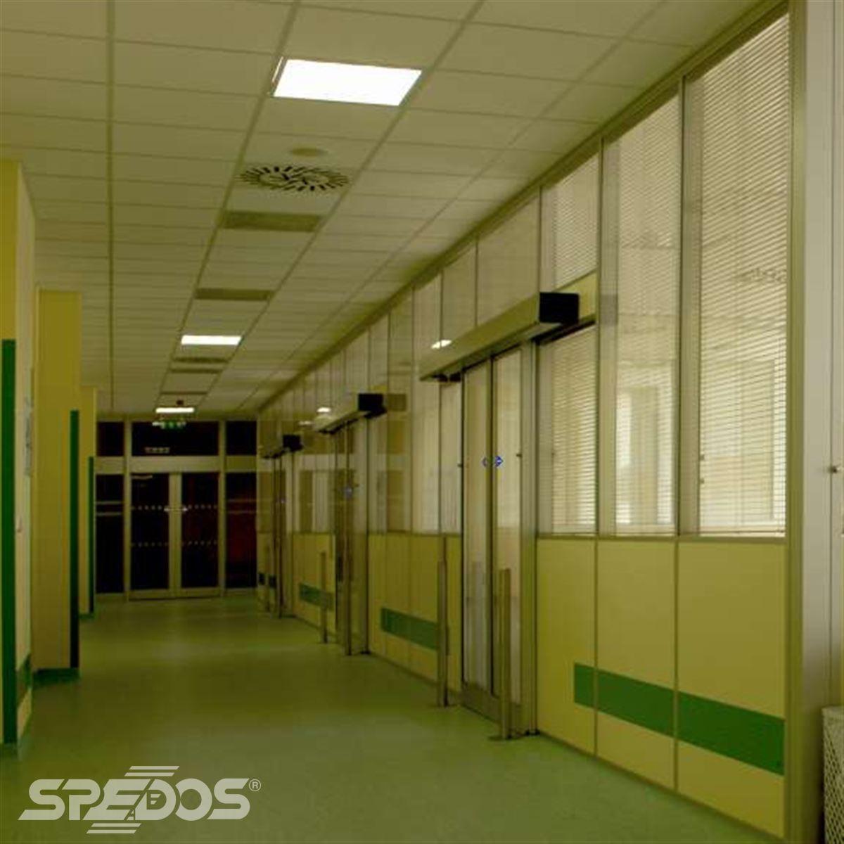 Montáž automatických dveří v nemocnici