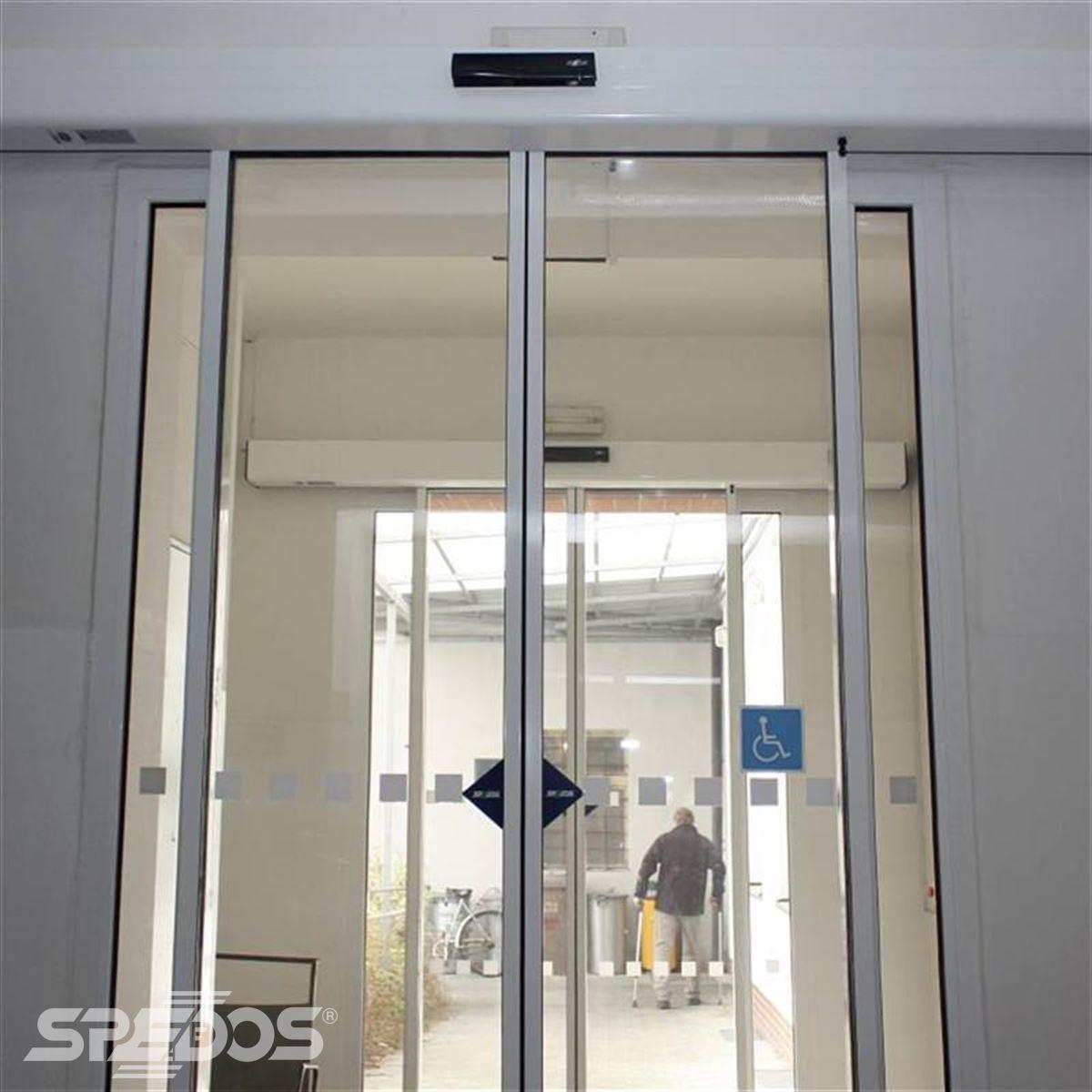 Dvoukřídlé automatické posuvné dveře pro lékárnu Holice