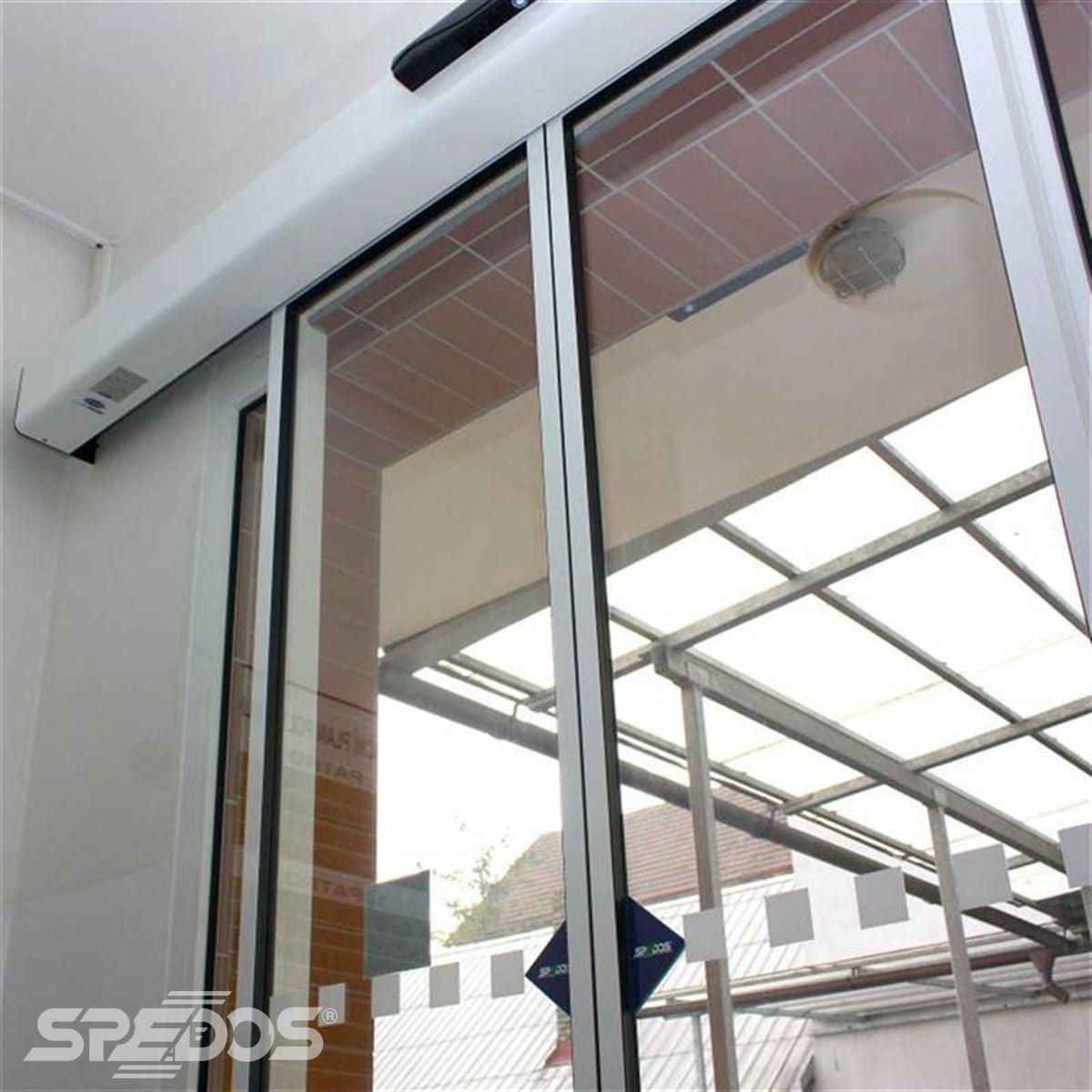 Dvoukřídlé automatické posuvné dveře pro polikliniku Holice