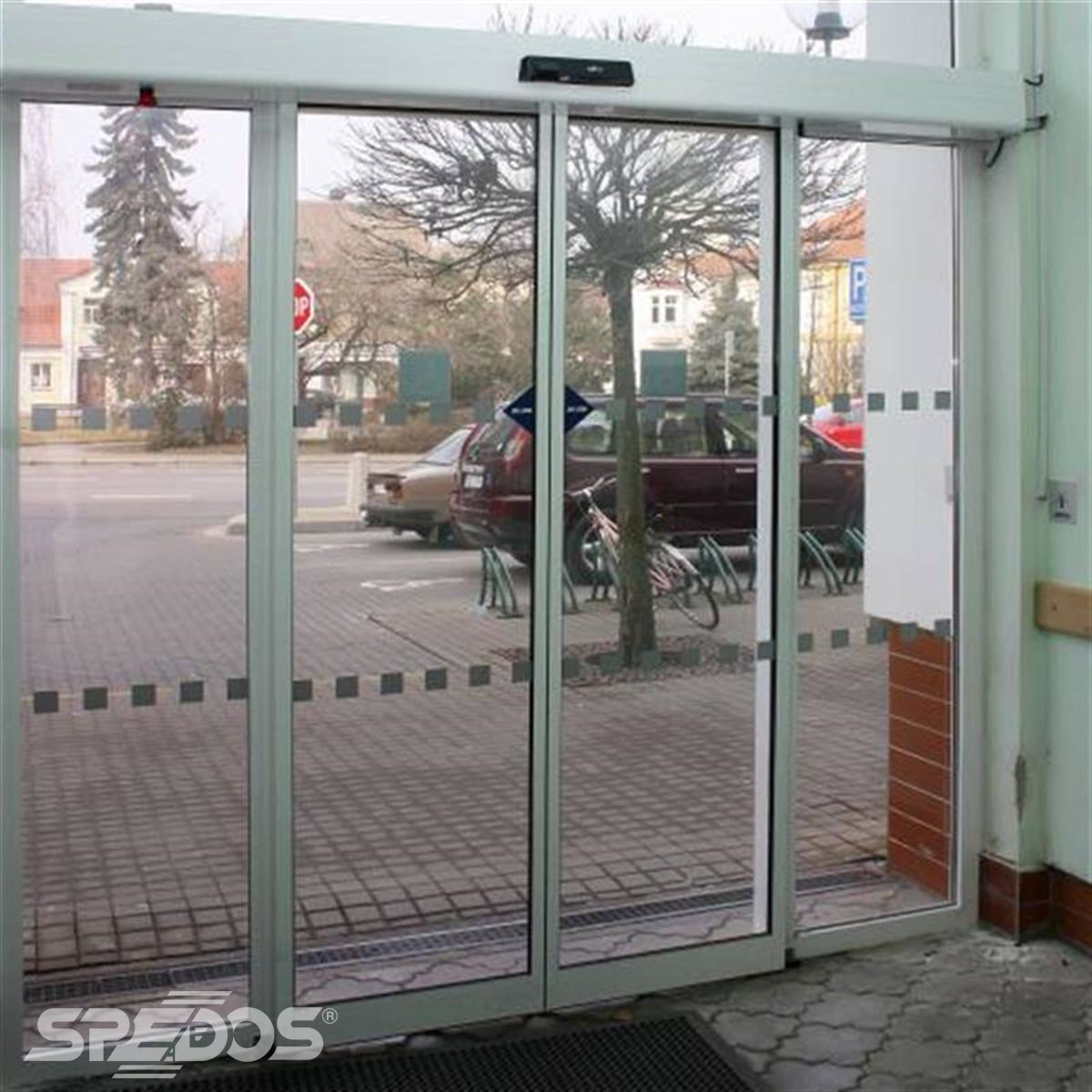 Dvouřídlé automatické dveře české výroby Spedos