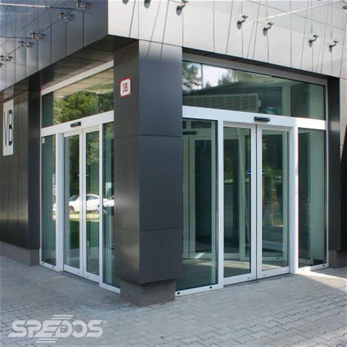 Dvoukřídlé automatické dveře posuvné v Žilinské univerzitě 2
