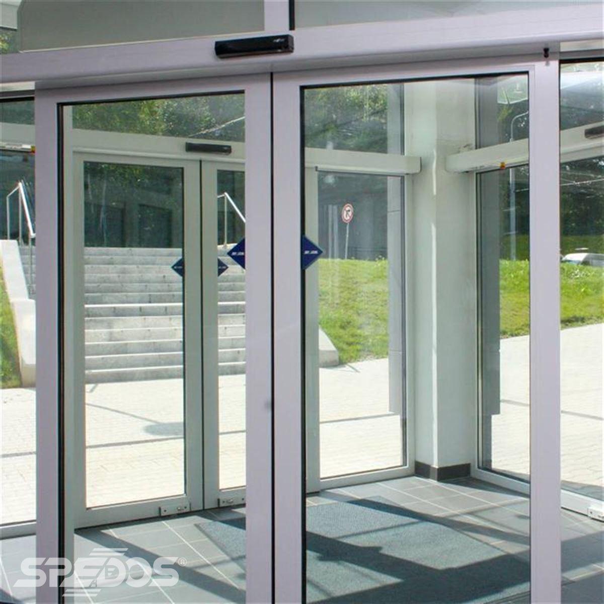 Dvoukřídlé automatické dveře posuvné v Žilinské univerzitě 4