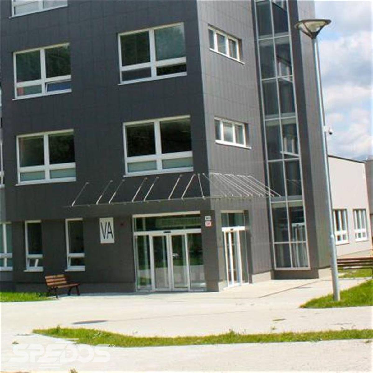 Dvoukřídlé automatické dveře posuvné v Žilinské univerzitě 6