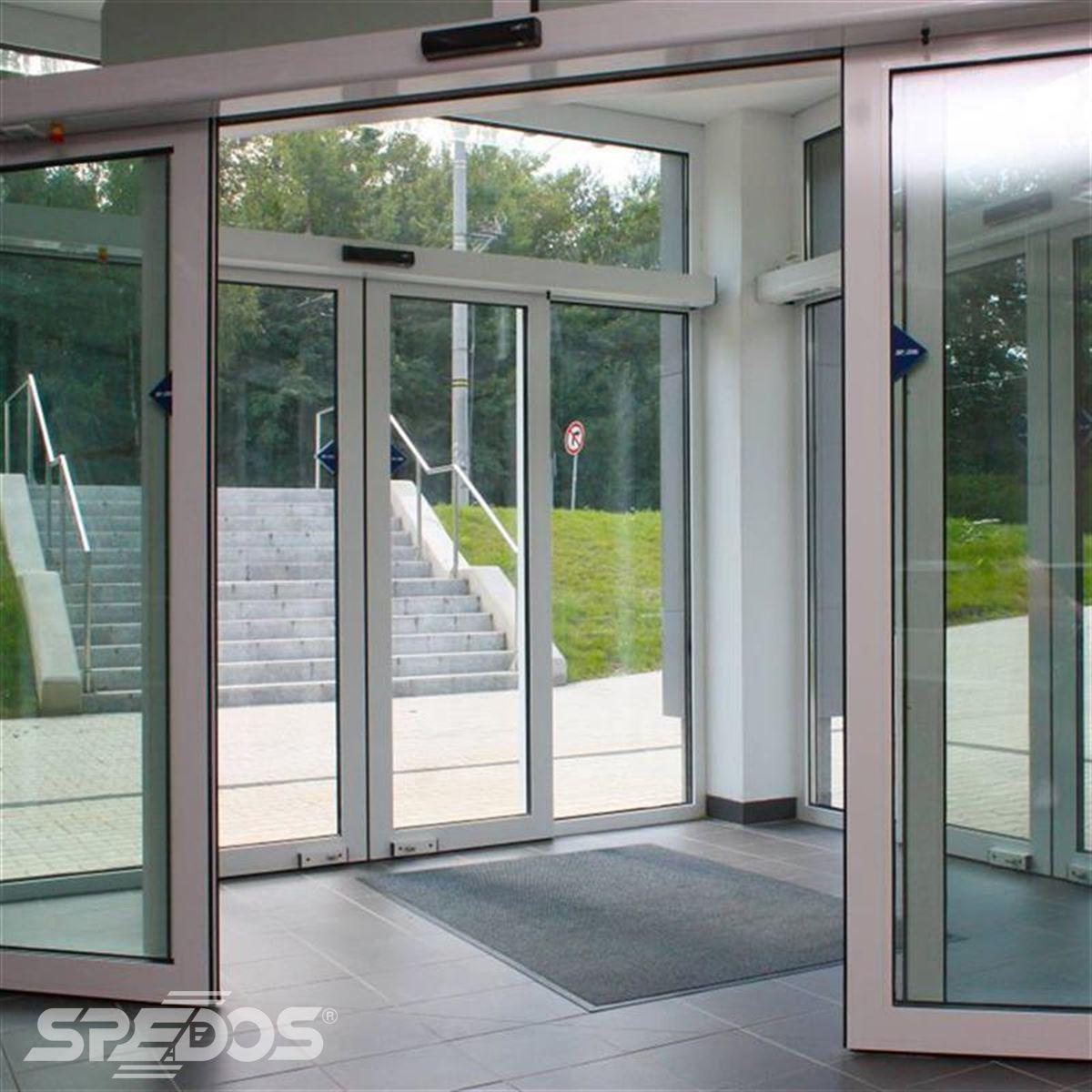 Dvoukřídlé automatické dveře posuvné v Žilinské univerzitě 7