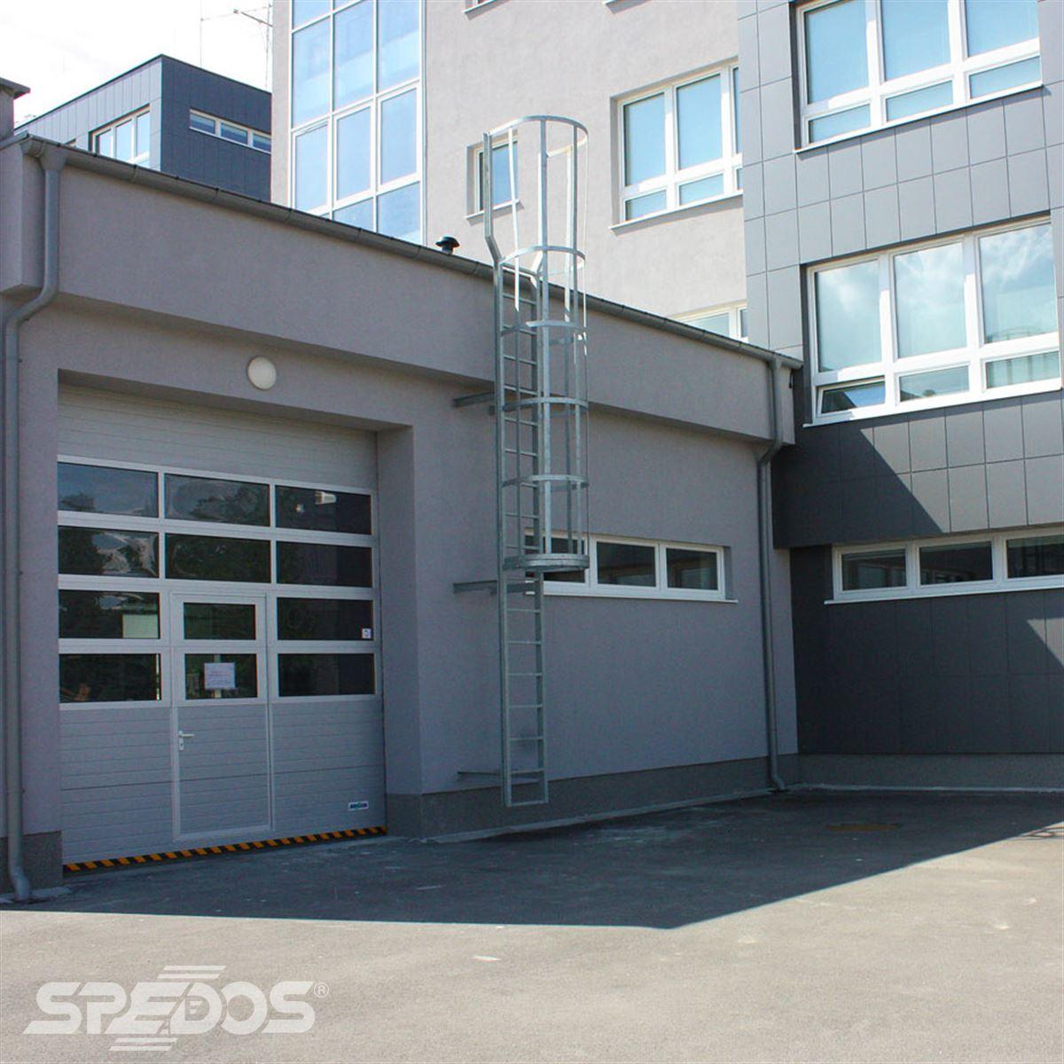 Dvoukřídlé automatické dveře posuvné v Žilinské univerzitě 9