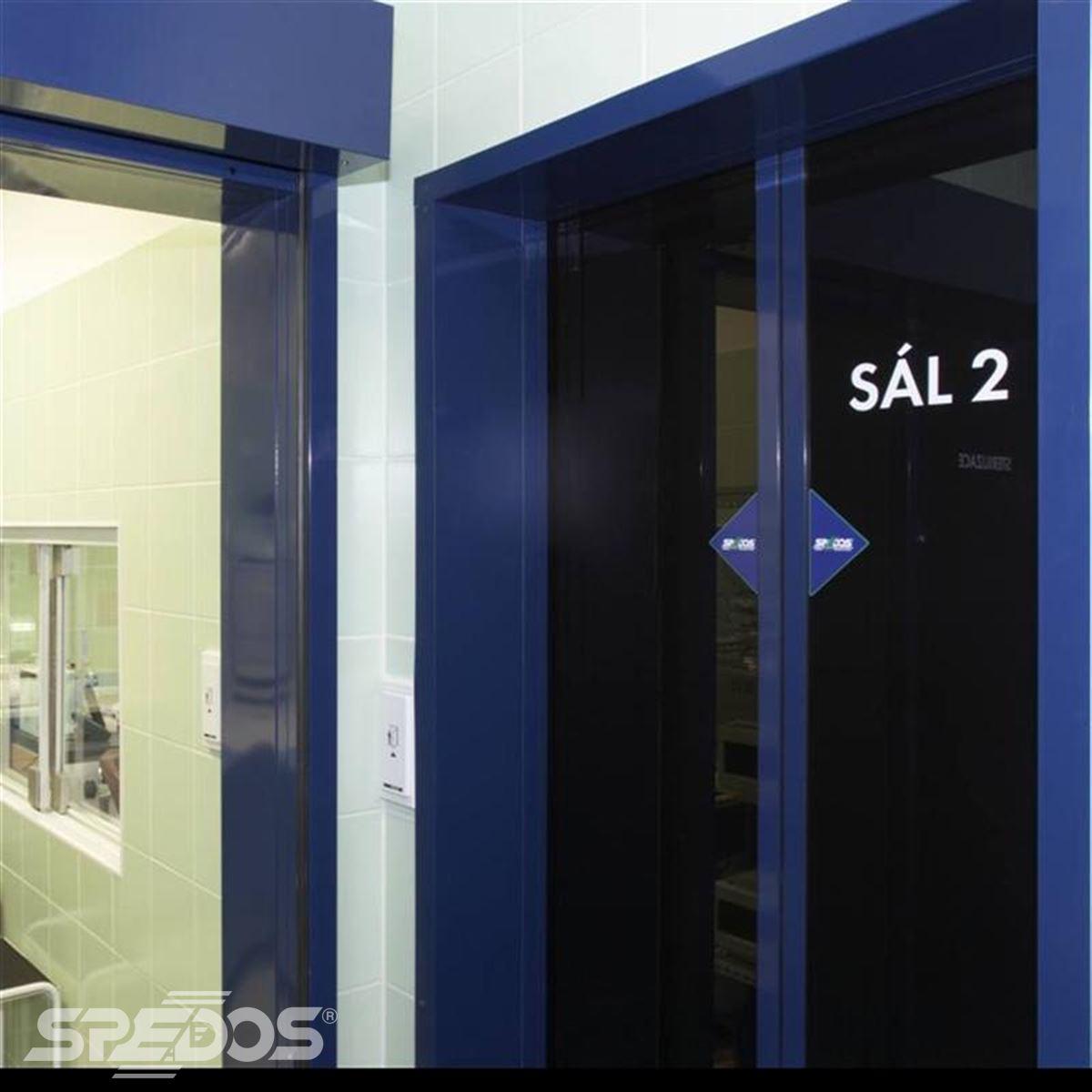 Dvoukřídlé automatické dveře s kouřovými výplněmi