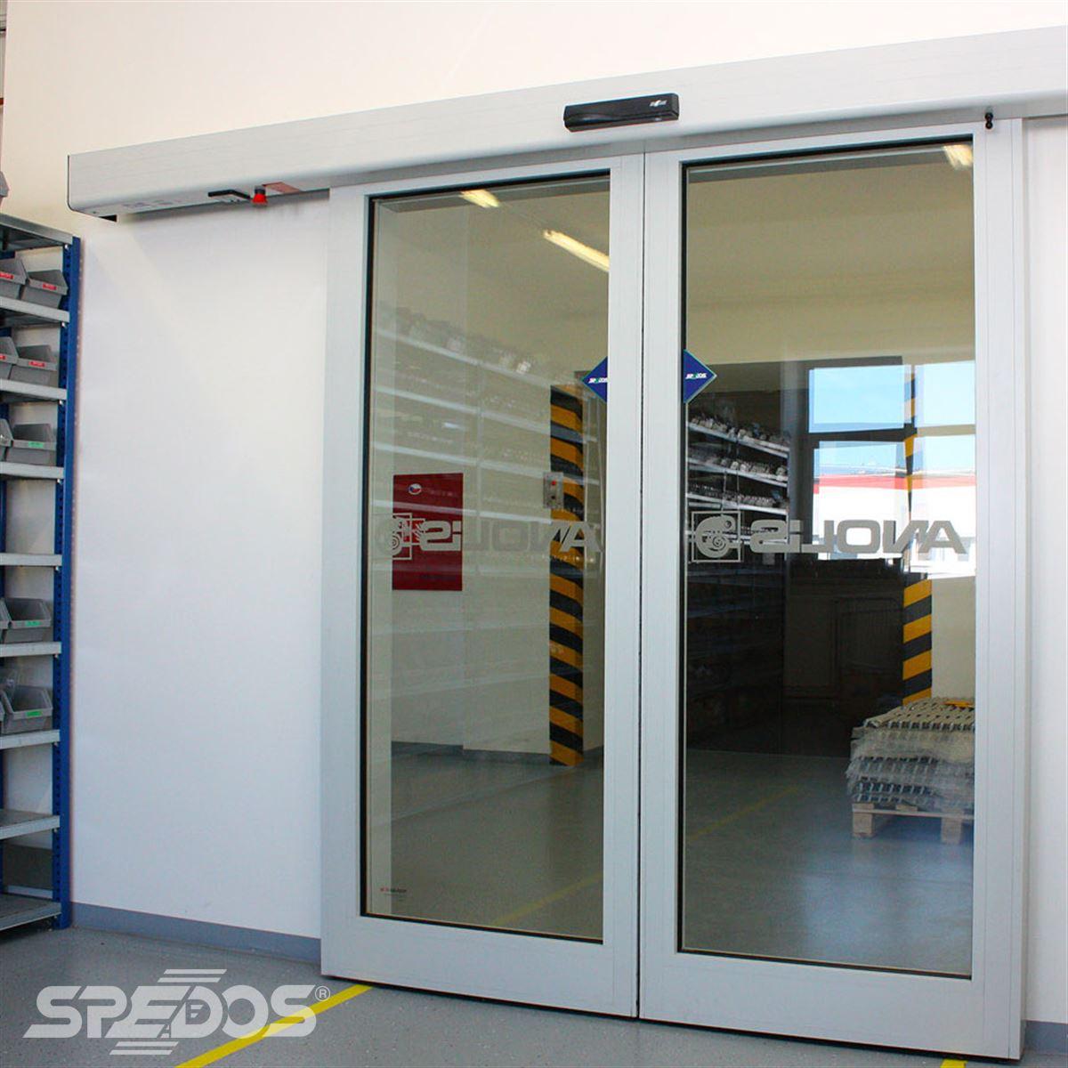 Dvoukřídlé automatické dveře proti požárům
