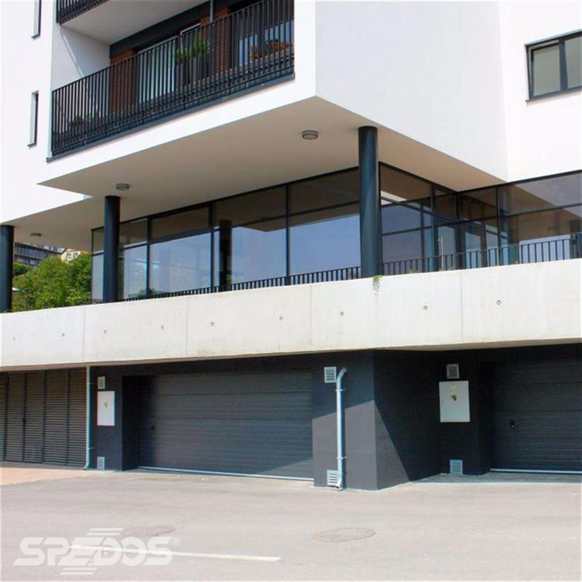 Moderní garážová vrata do bytových domů
