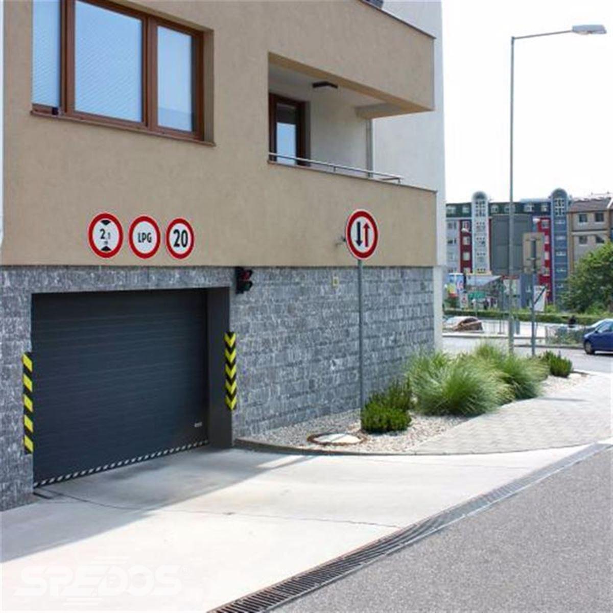Garážová vrata se semaforovým řízením