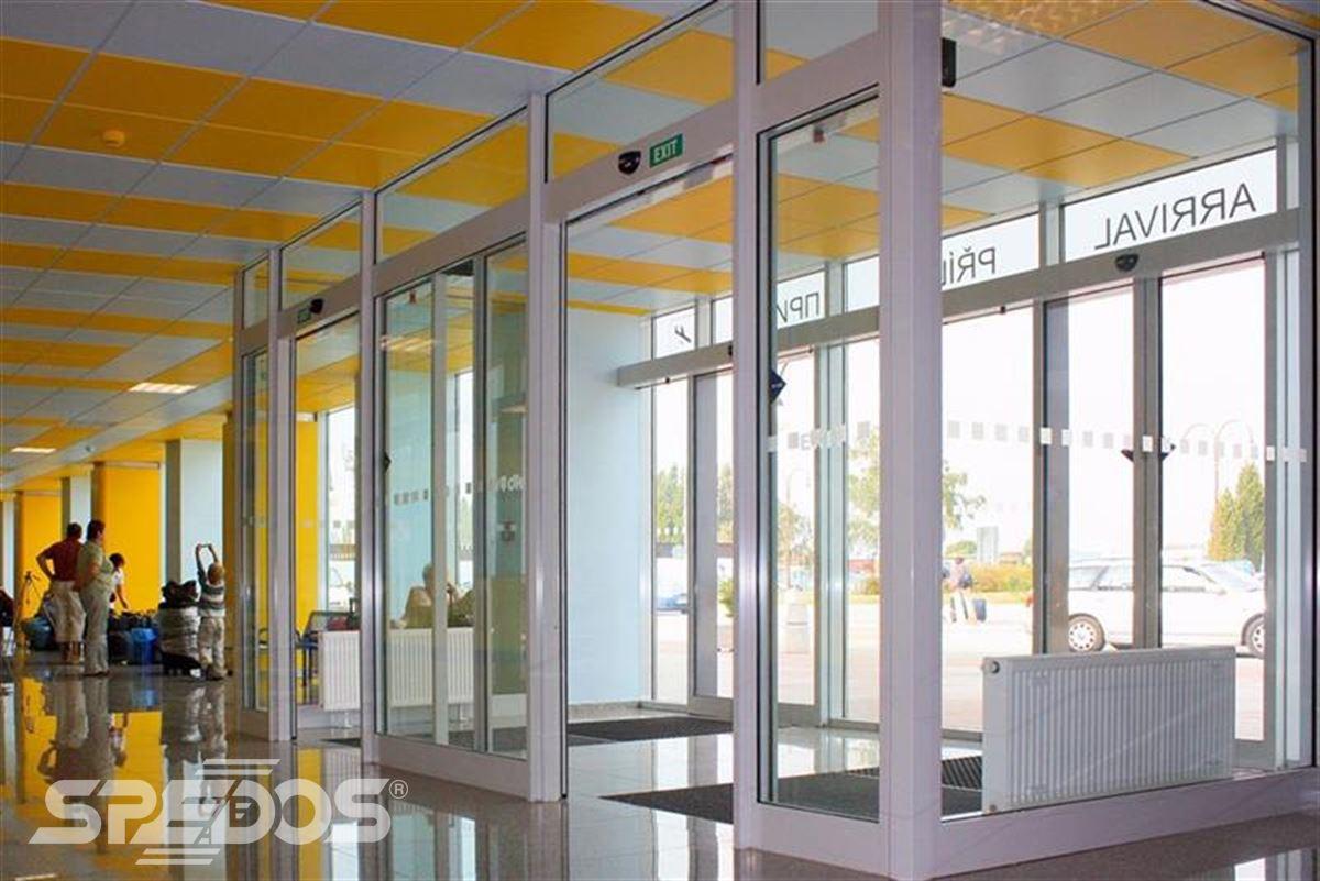 hliníková konstrukce dveřní portál