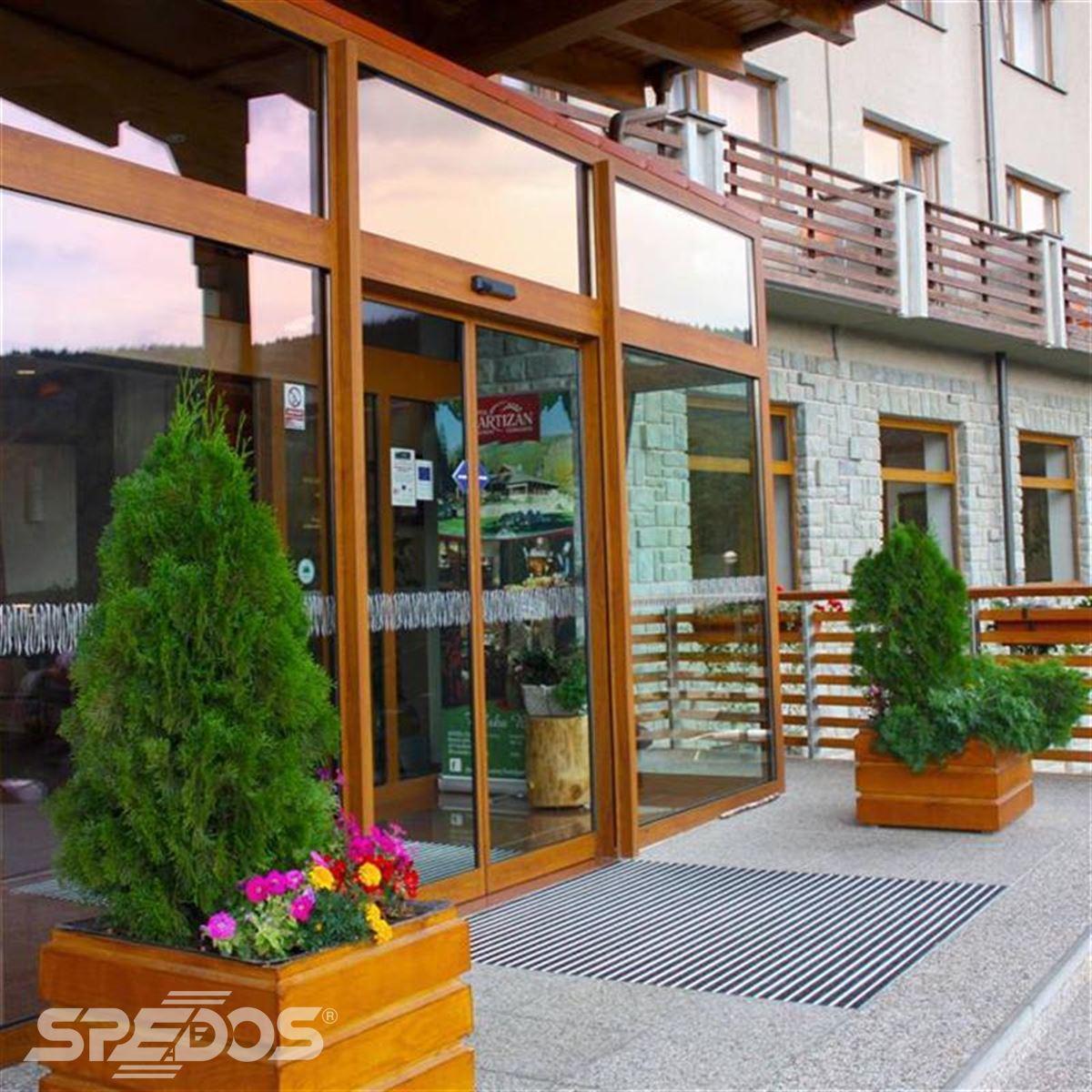 hotelový vstup pro hotel Partizán v Nízkých Tatrách 4