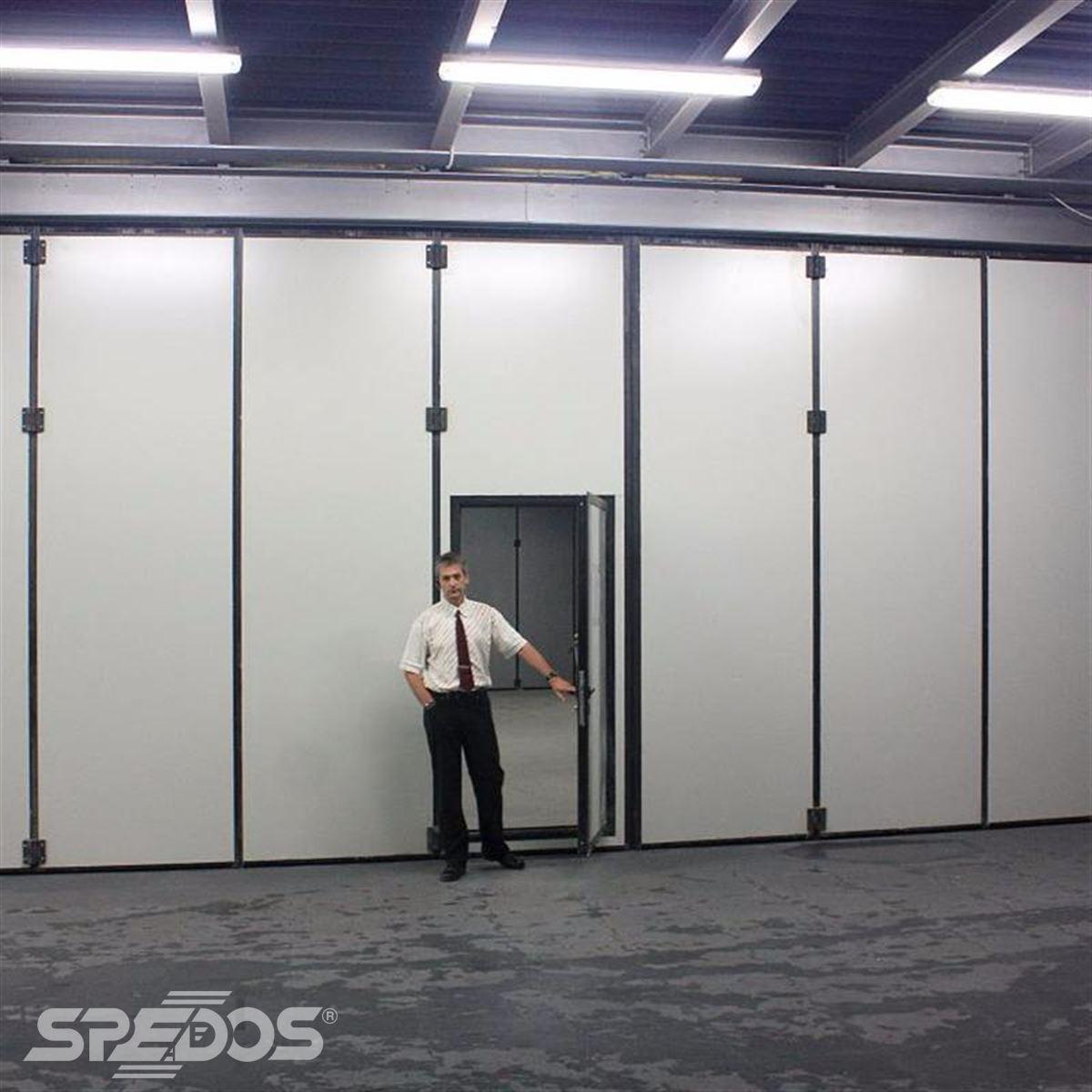 integrované průchozí dveře 4