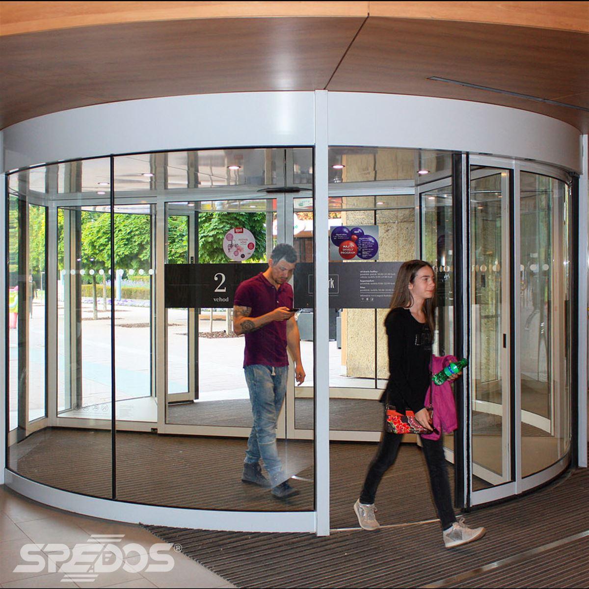 Karuselové dveře v Auparku