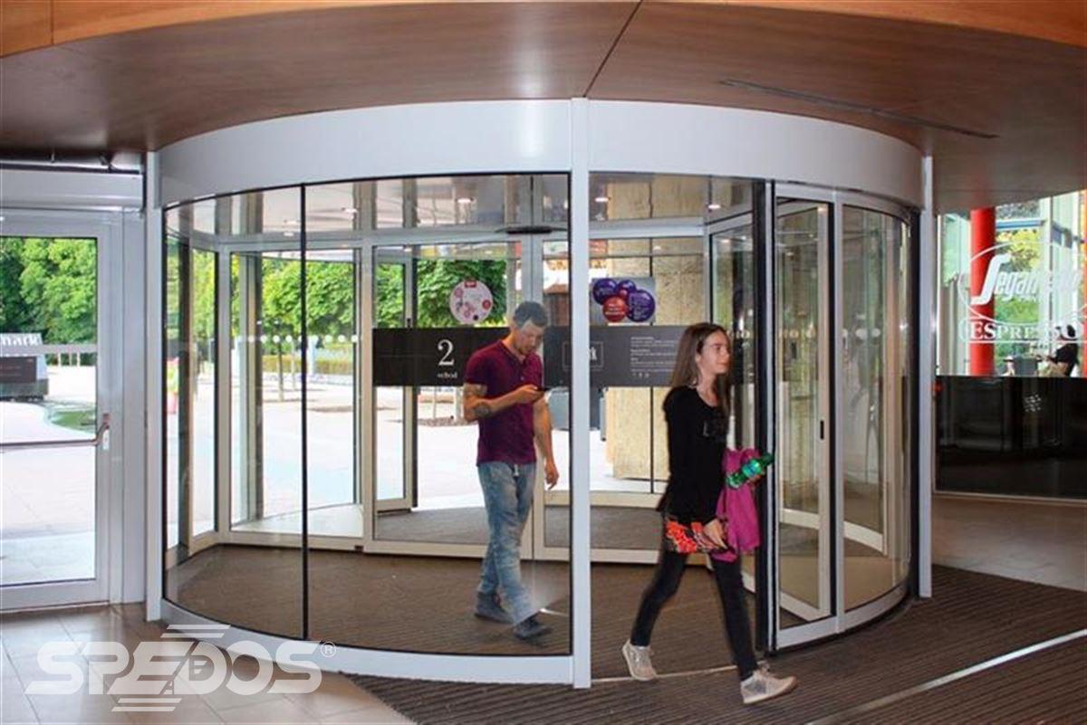 karuselové dveře Duotour v praxi