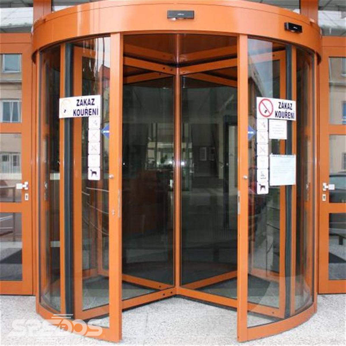 reference na karuselové dveře od spedosu